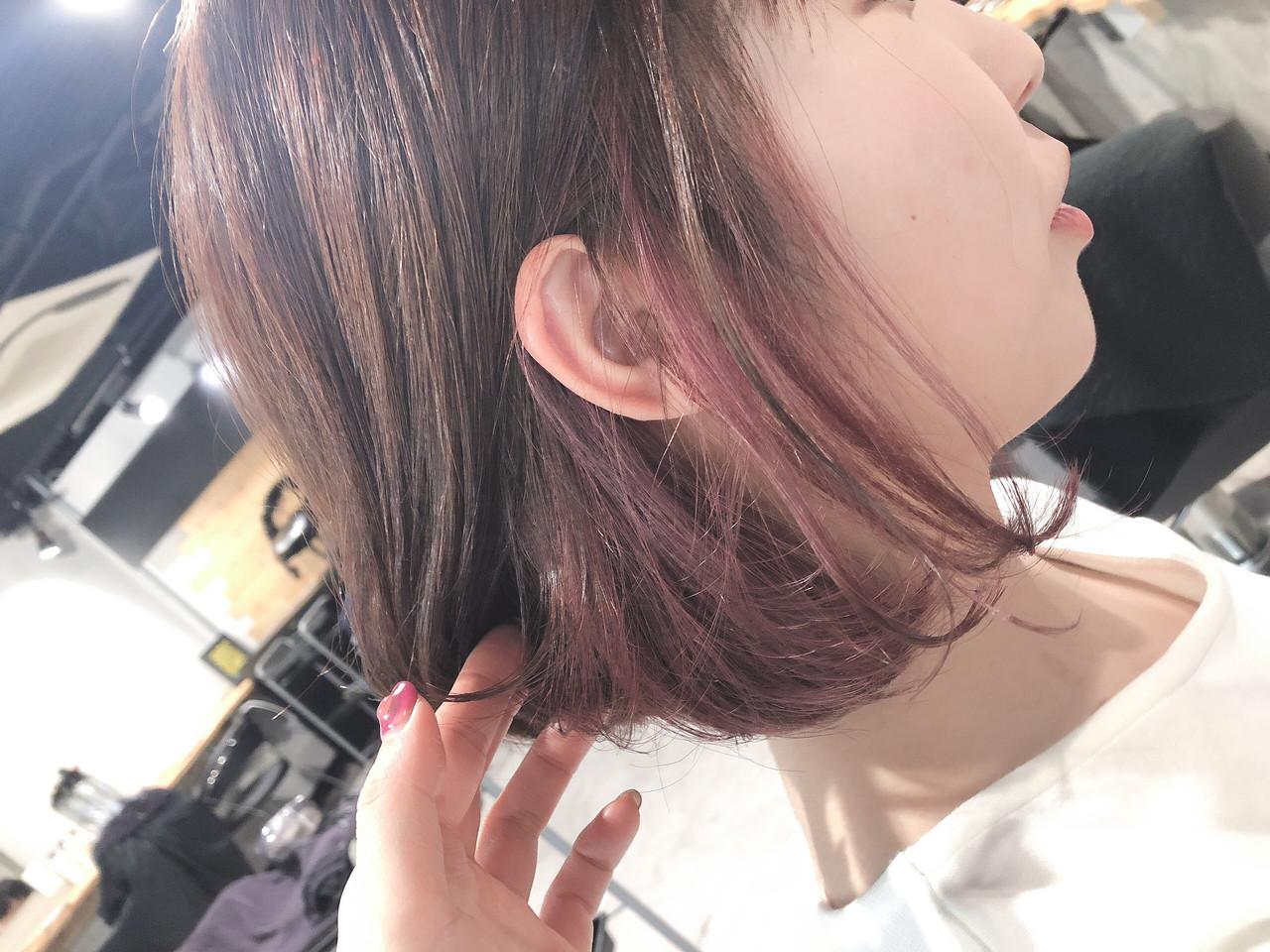 ブリーチ インナーピンク インナーカラー フェミニン ヘアスタイルや髪型の写真・画像
