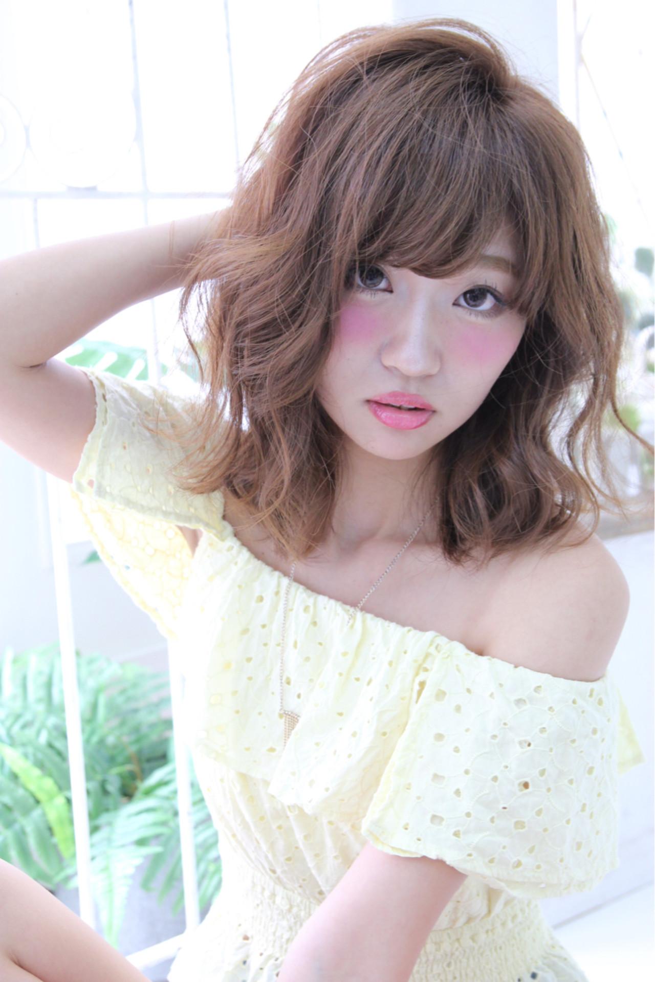 パーマ ミディアム ピュア 前髪あり ヘアスタイルや髪型の写真・画像