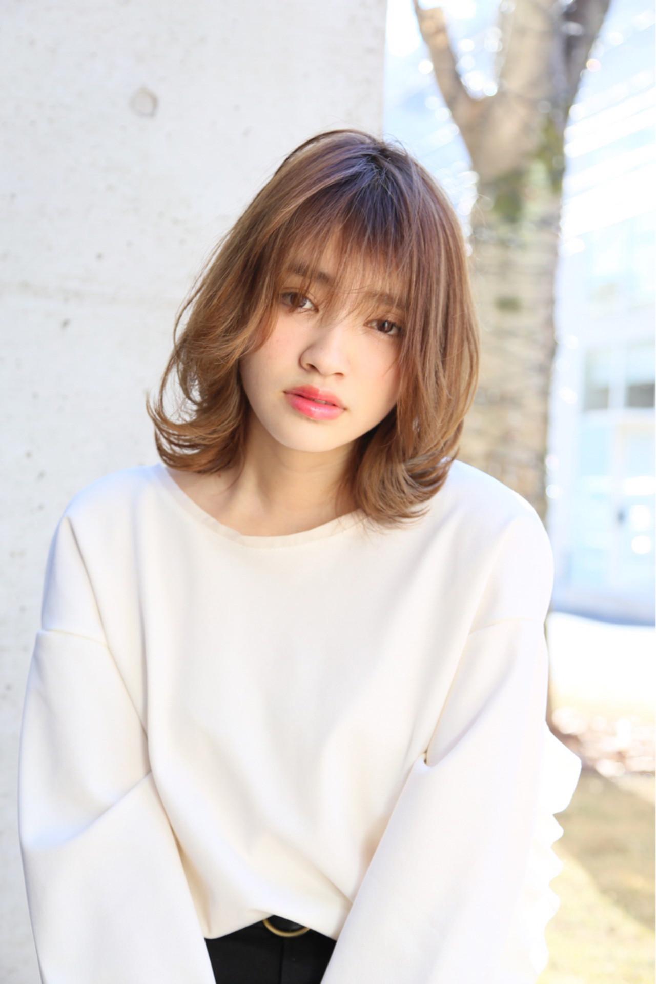 ミディアム ナチュラル アッシュベージュ ハイライト ヘアスタイルや髪型の写真・画像 | Mayu / a