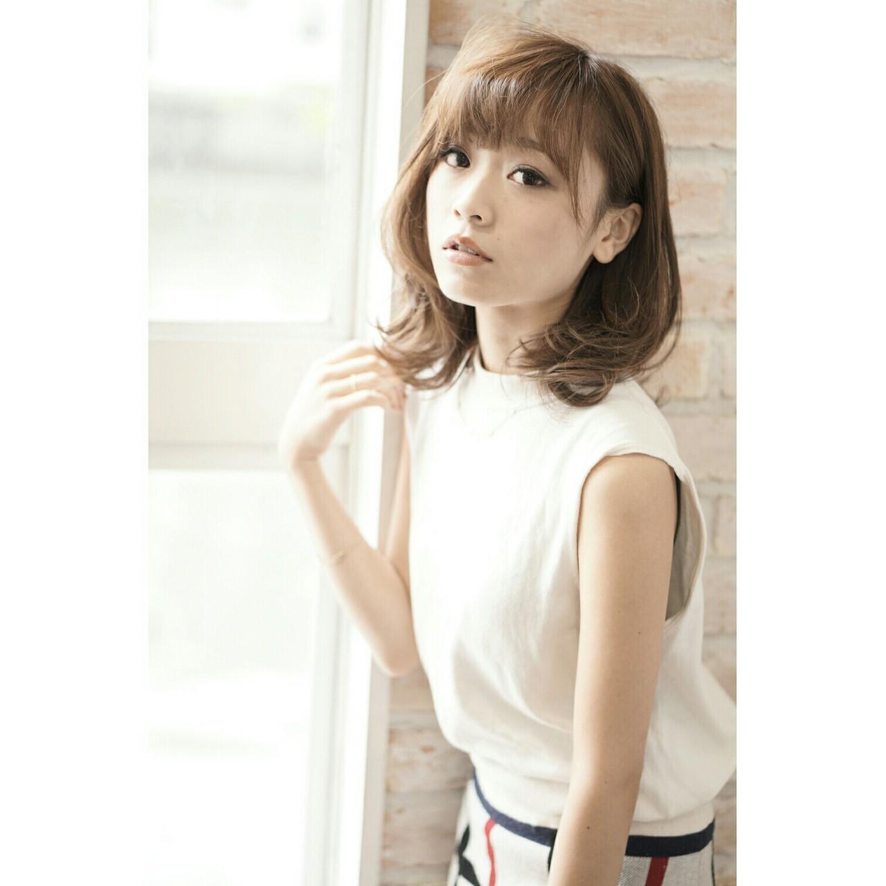 ブラウン 大人かわいい 外国人風 フェミニン ヘアスタイルや髪型の写真・画像