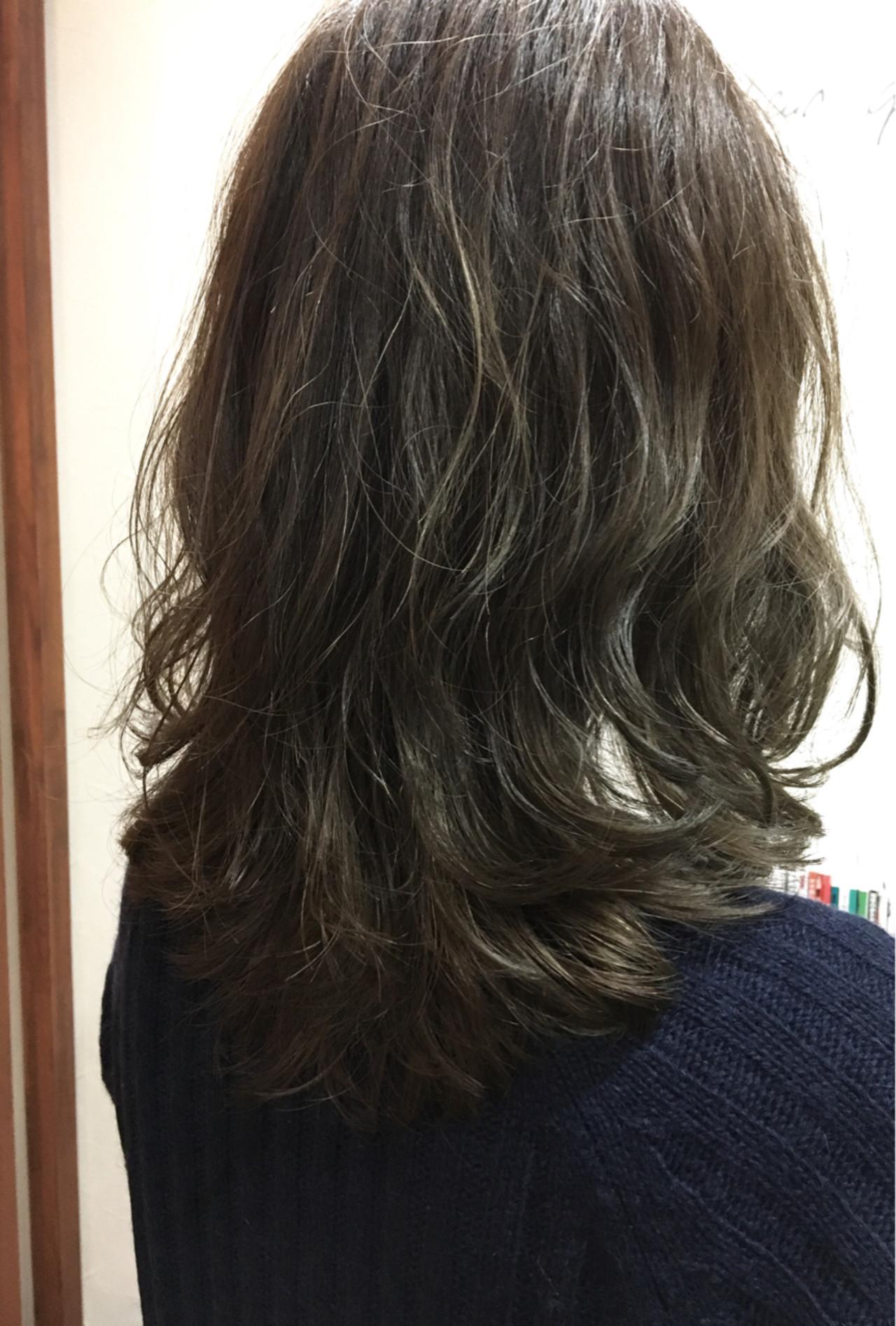 グラデーションカラー パーマ 外国人風 ミディアム ヘアスタイルや髪型の写真・画像