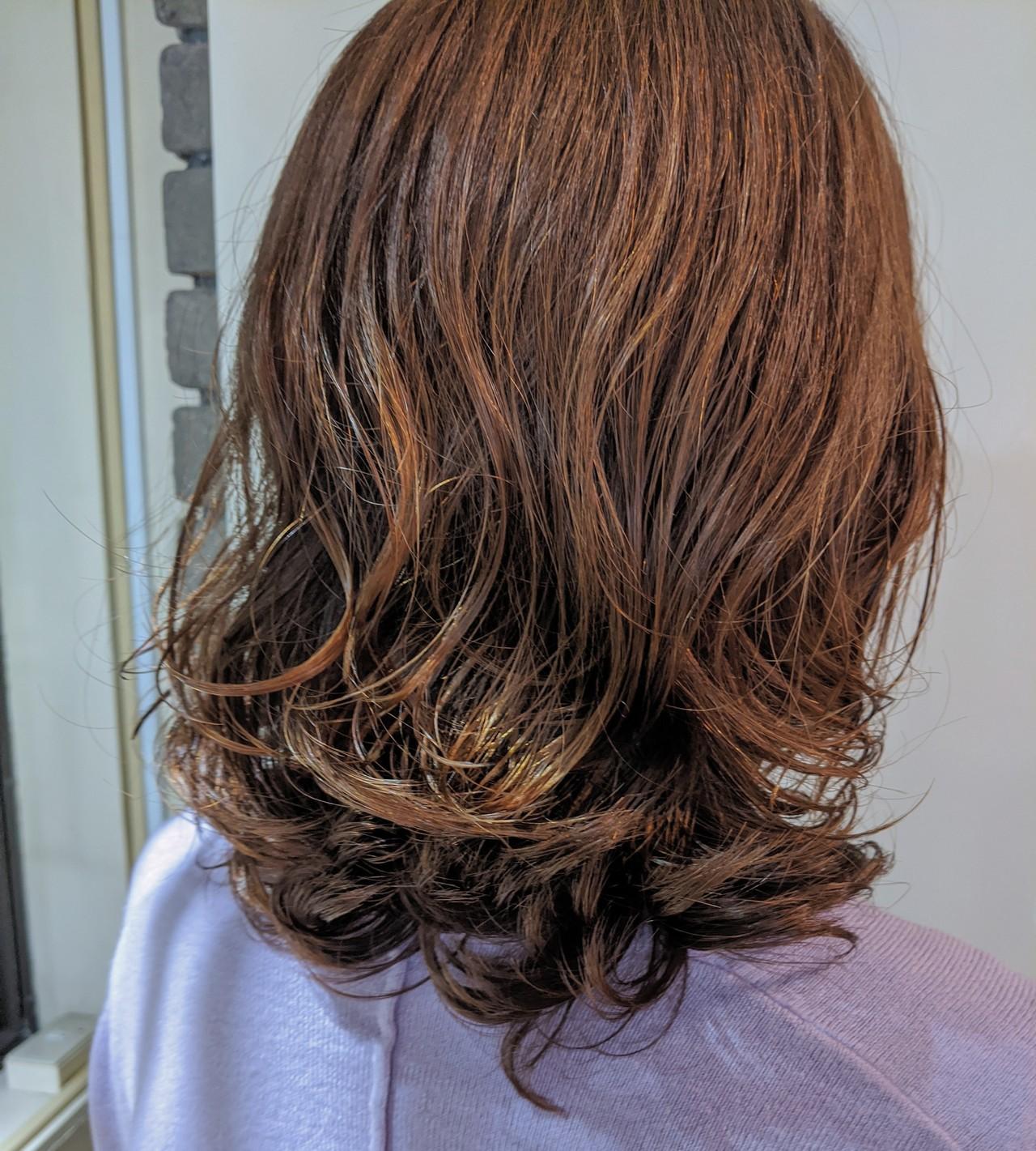 ゆるふわパーマ セミロング 無造作パーマ ナチュラル ヘアスタイルや髪型の写真・画像 | naokoo / ROVERSI