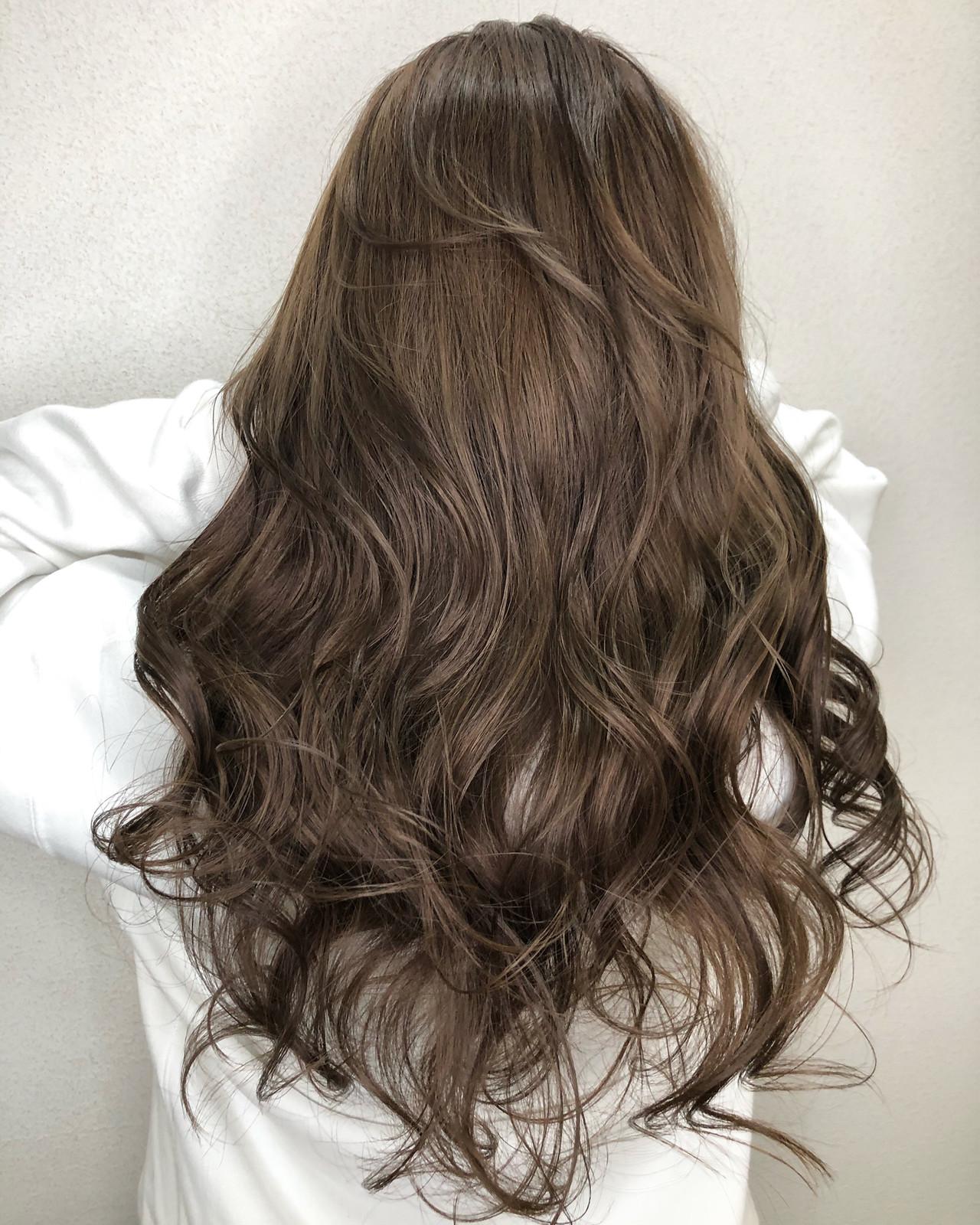 ロング ダブルカラー グレージュ アッシュグレージュ ヘアスタイルや髪型の写真・画像   佐藤タカヒロ / Gritter