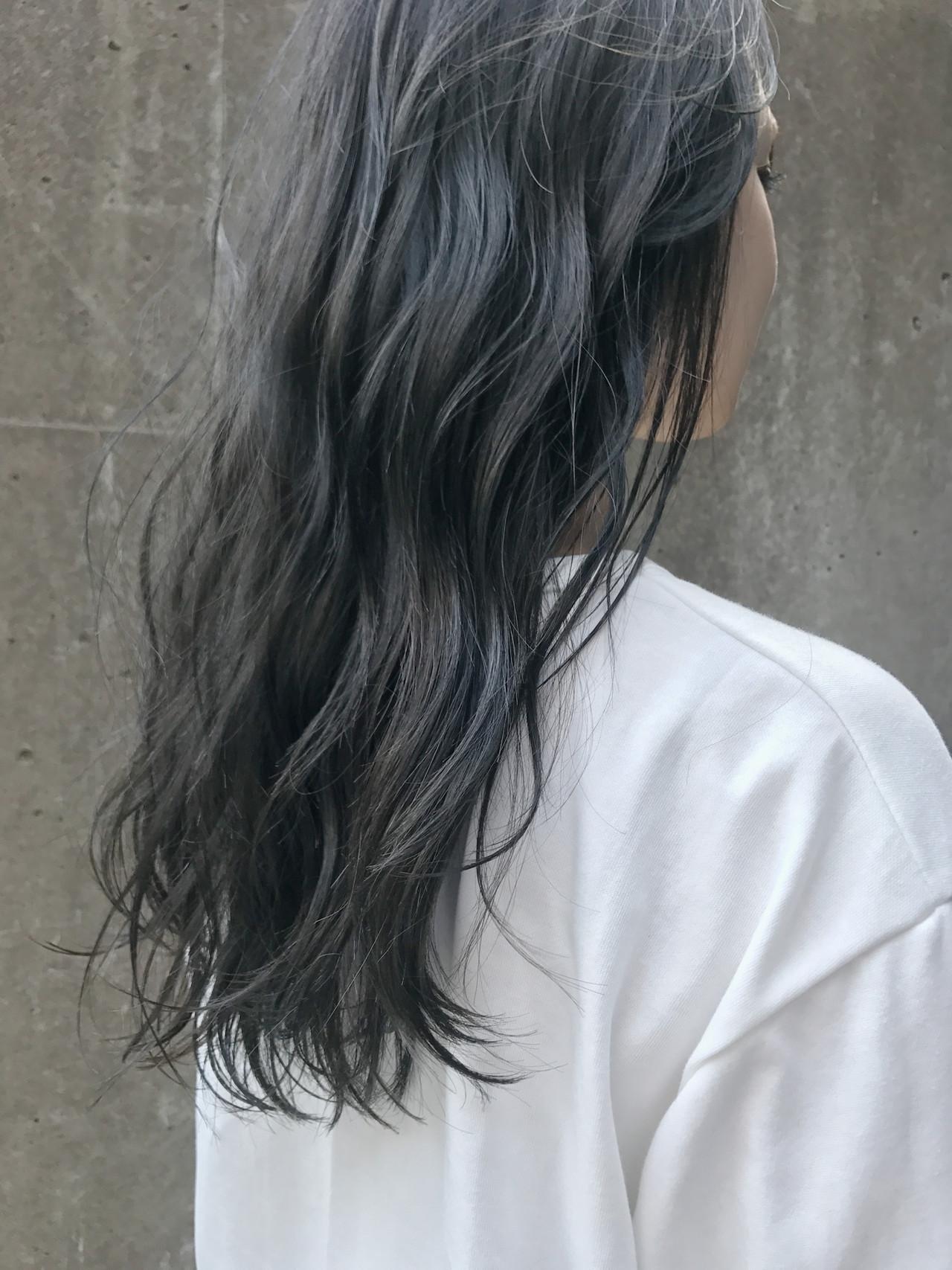 セミロング ブルーアッシュ グレー アッシュ ヘアスタイルや髪型の写真・画像