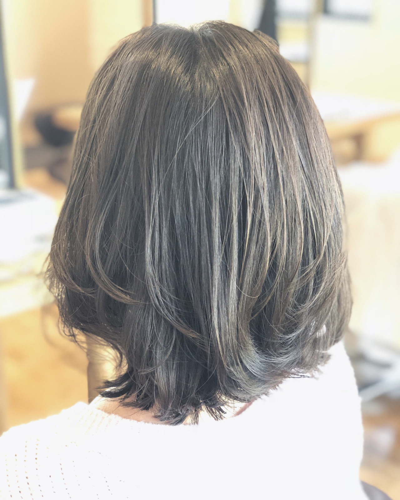 ハイライト ミディアム 暗髪 外ハネ ヘアスタイルや髪型の写真・画像