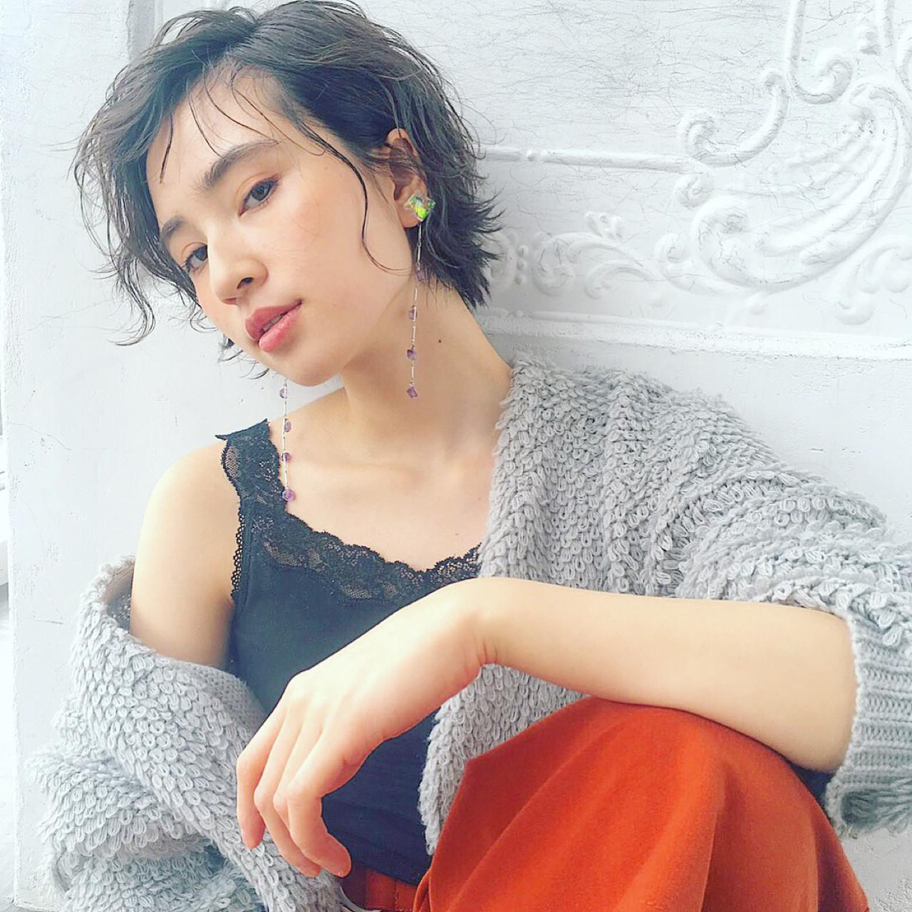 ウェットヘア 冬 ヘアアレンジ パーマ ヘアスタイルや髪型の写真・画像