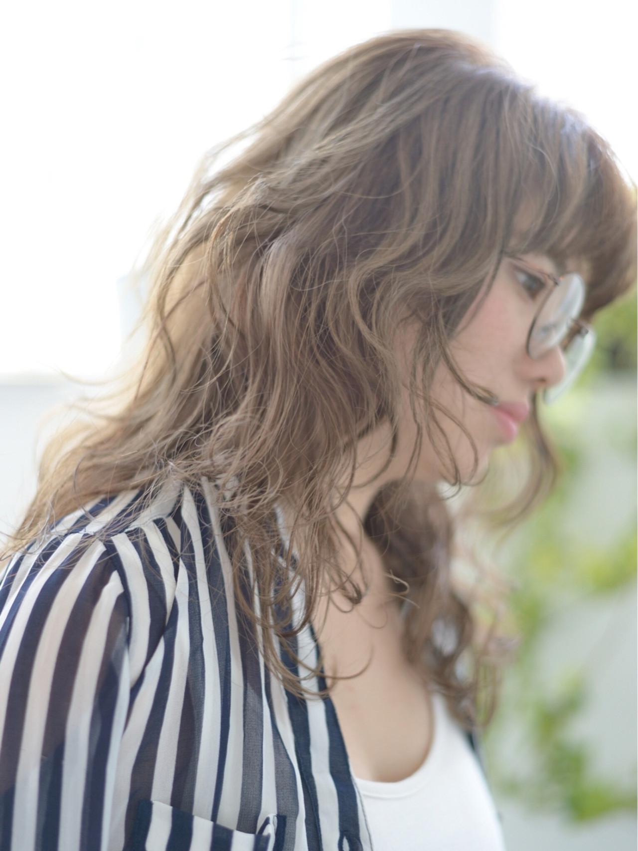 セミロング 波ウェーブ 外国人風 透明感 ヘアスタイルや髪型の写真・画像