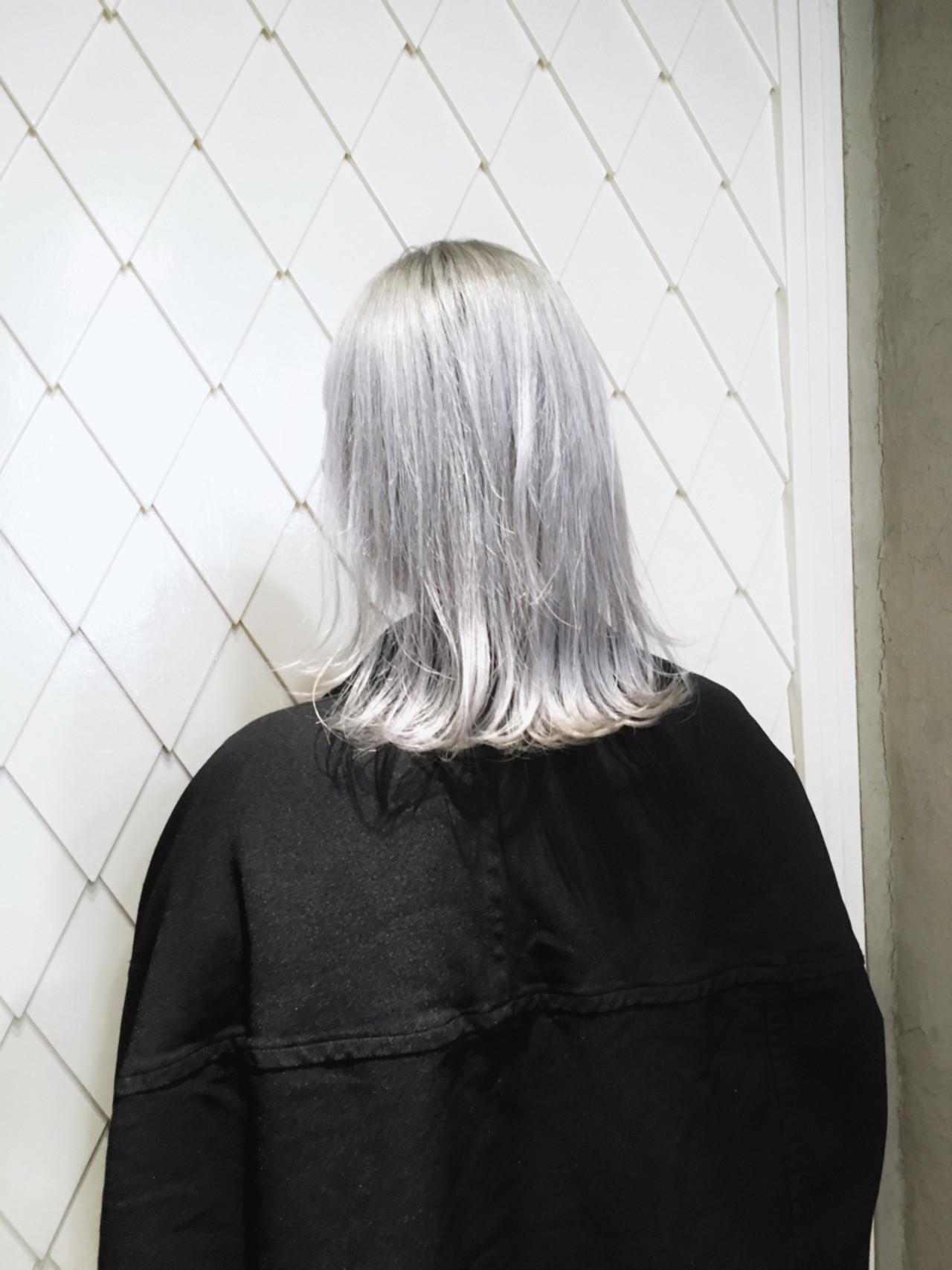 グレー ホワイト ストリート ブリーチ ヘアスタイルや髪型の写真・画像