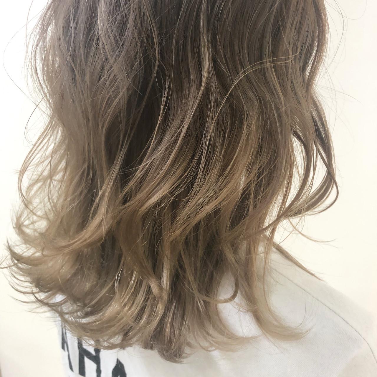 グラデーションカラー 外国人風カラー ヘアカラー ミディアム ヘアスタイルや髪型の写真・画像   yuhi / NOA