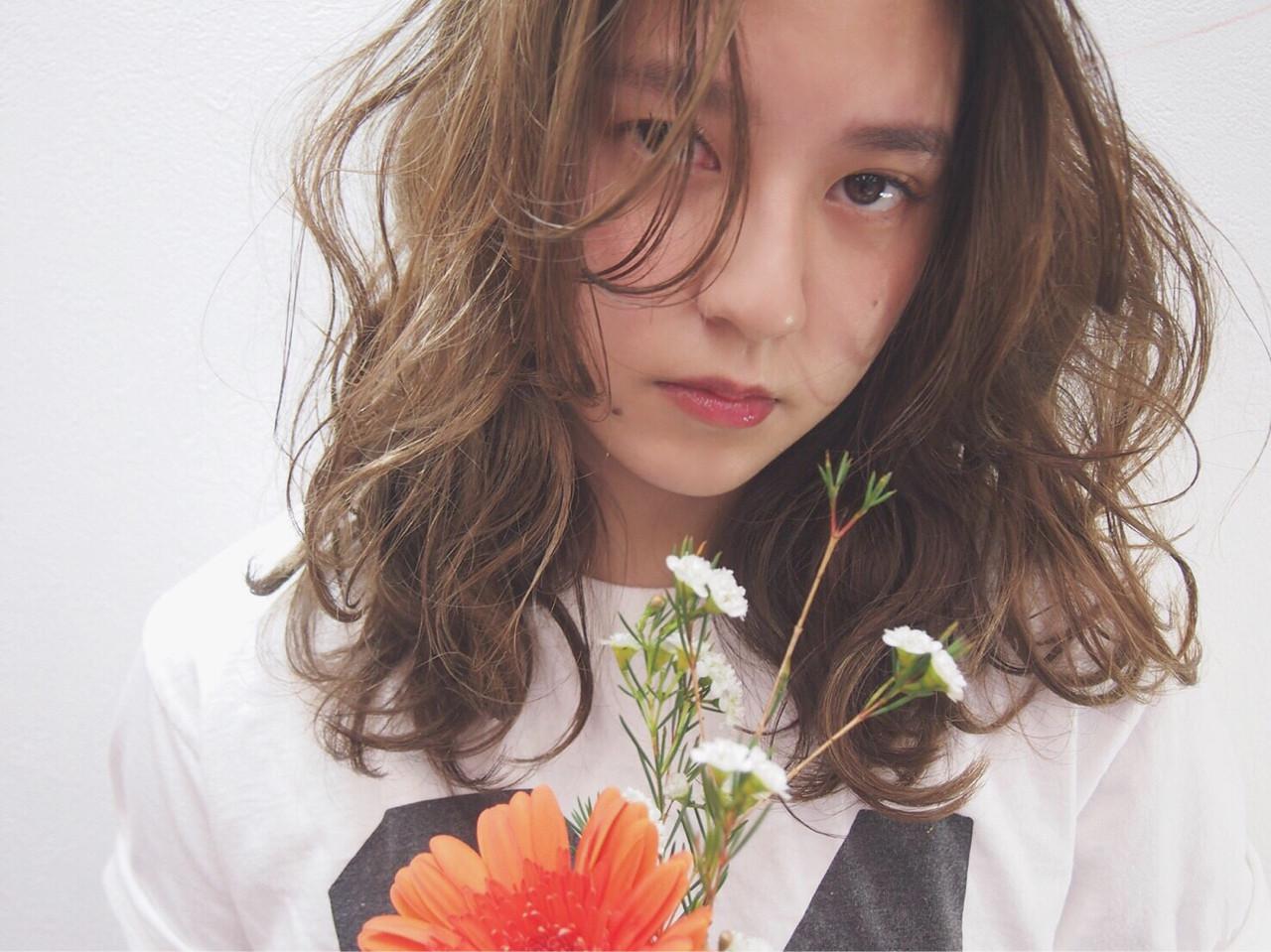レイヤーカット 外国人風 うざバング パーマ ヘアスタイルや髪型の写真・画像 | Ari /