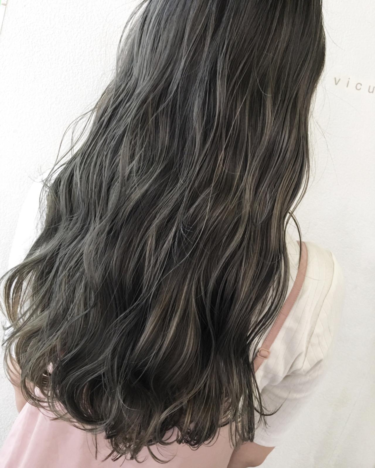 透明感 グレージュ 秋 外国人風 ヘアスタイルや髪型の写真・画像 | 田渕 英和/vicushair / vicushair