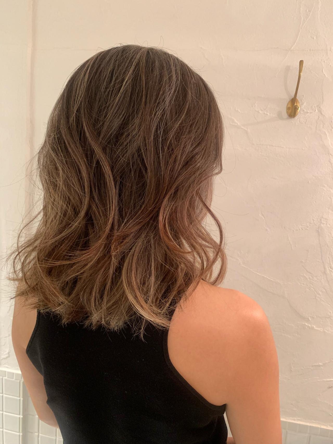 大人ハイライト ヘルシースタイル 外国人風カラー バレイヤージュ ヘアスタイルや髪型の写真・画像   KT / フリー