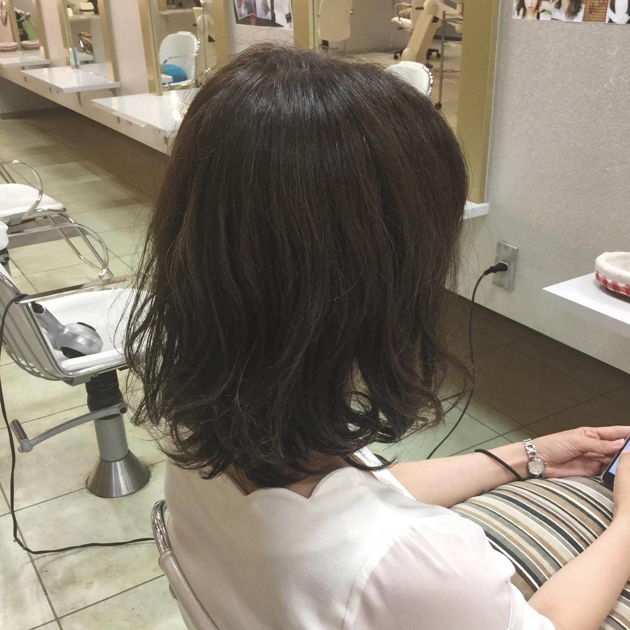 切りっぱなし ウェーブ デート ボブ ヘアスタイルや髪型の写真・画像