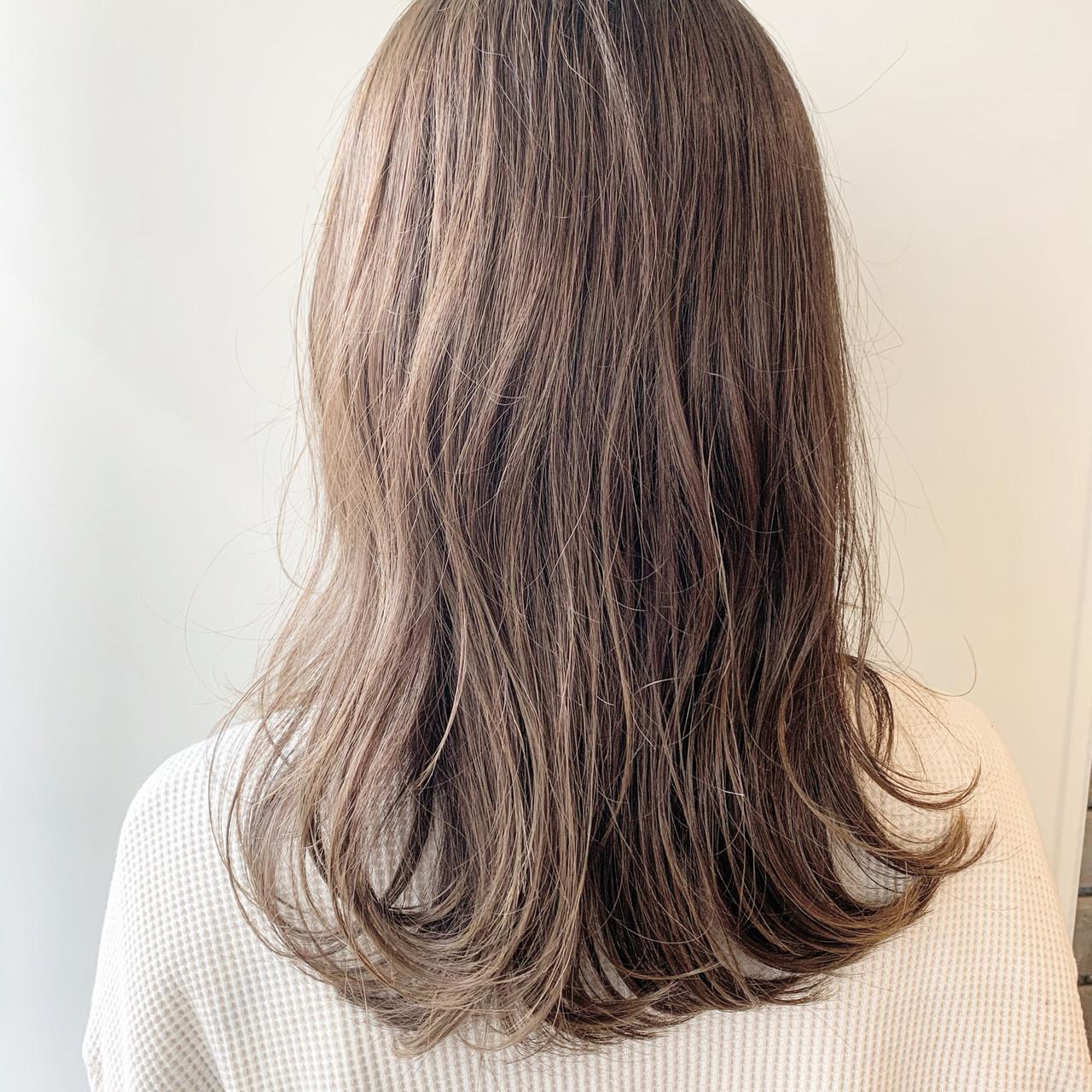 ナチュラル 大人ミディアム ミディアムレイヤー 鎖骨ミディアム ヘアスタイルや髪型の写真・画像 | 谷川 健太 / ROVERSI