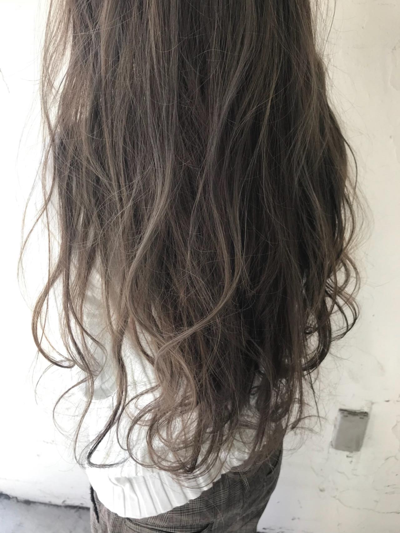 外国人風 ハイライト ロング グレージュ ヘアスタイルや髪型の写真・画像