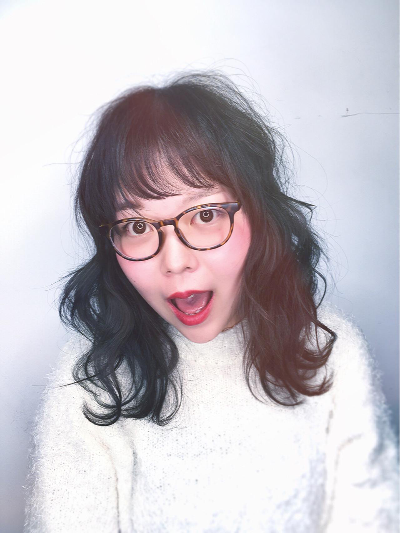 ミディアム ガーリー 黒髪 リラックス ヘアスタイルや髪型の写真・画像   筒井 隆由 / Hair salon mode
