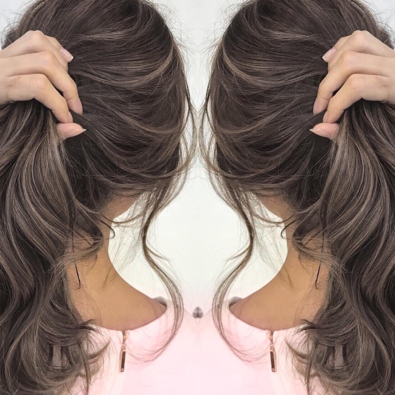 ゆるふわ グレージュ 透明感 上品 ヘアスタイルや髪型の写真・画像
