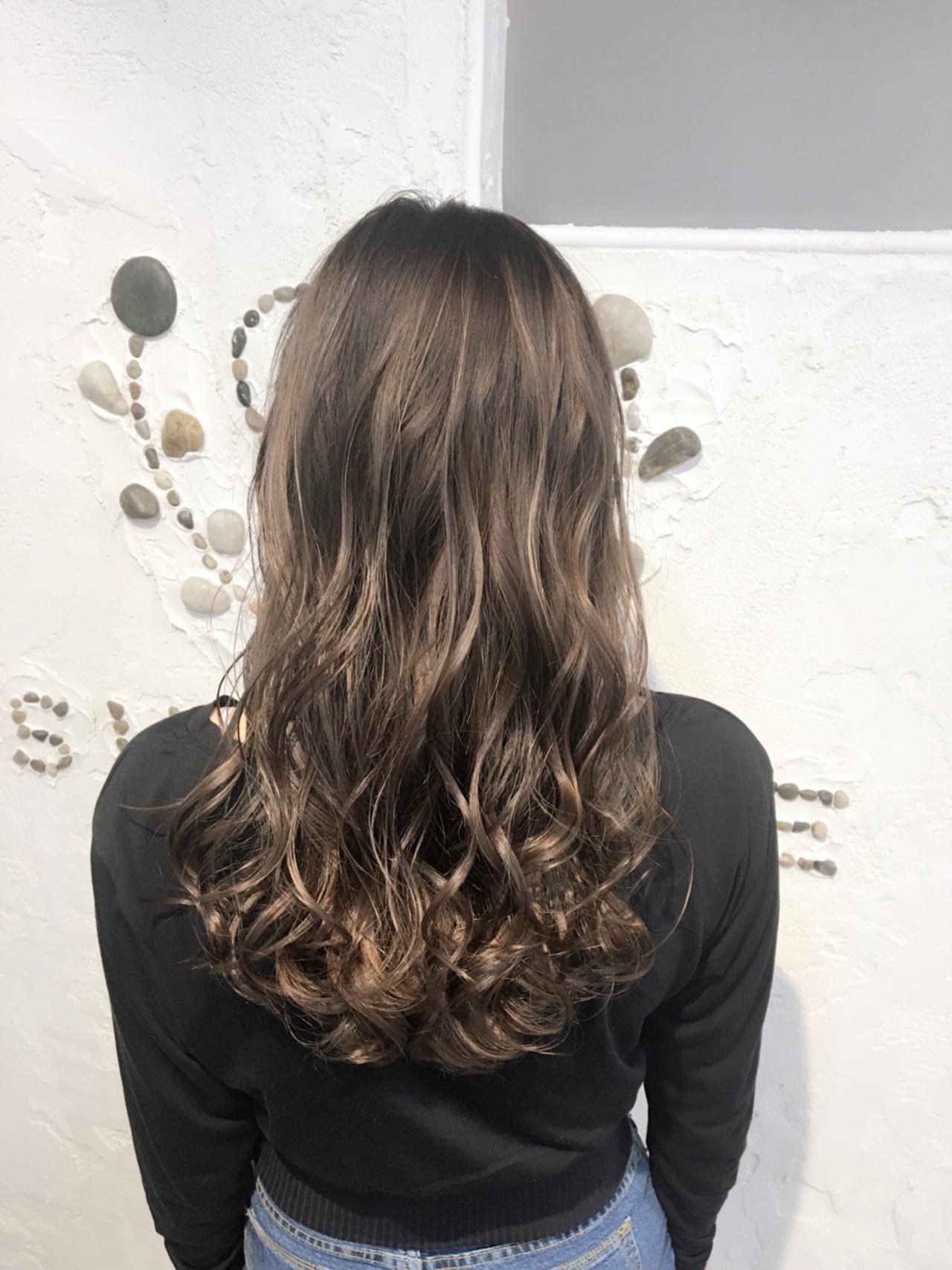 ウェーブ グラデーションカラー 外国人風 リラックス ヘアスタイルや髪型の写真・画像