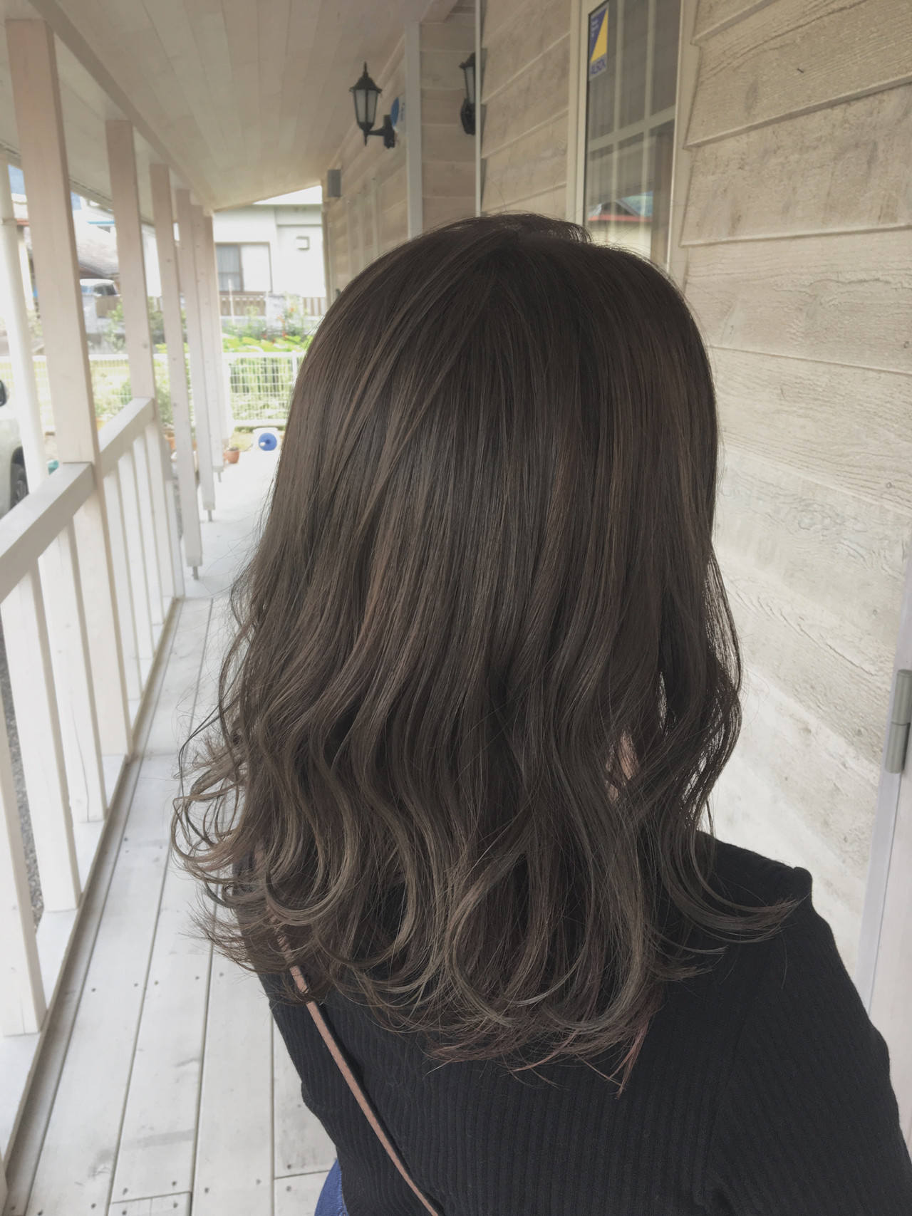 デート セミロング ミルクティーベージュ グレージュ ヘアスタイルや髪型の写真・画像   MOMOKO / HairworksZEAL