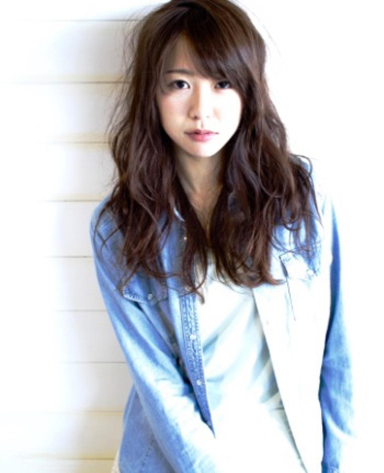 カジュアルガーリーロング☆ 毛先の束感が出やすいカジュアル感のあるウェーブスタイル☆ ザックリ乾かすスタイリングを楽しめます。