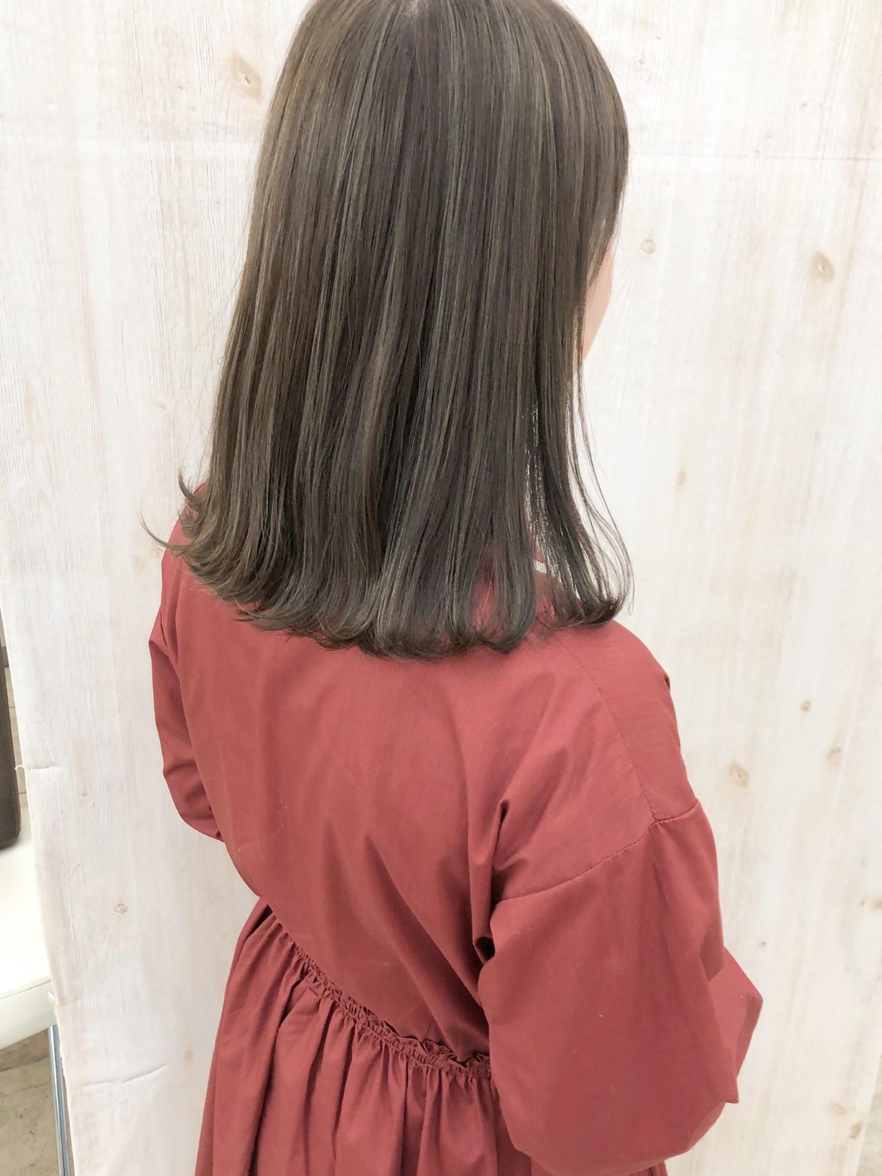グレージュ グレーアッシュ ミディアム ナチュラル ヘアスタイルや髪型の写真・画像 | befine becs 下川 千尋 / Befine becs