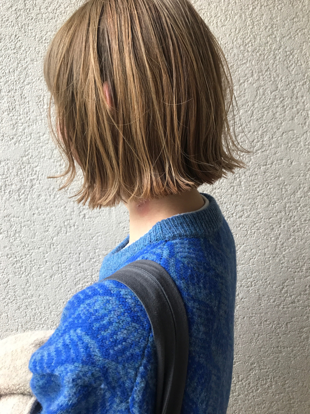 ブリーチオンカラー ミルクティーベージュ ミニボブ ヌーディーベージュ ヘアスタイルや髪型の写真・画像