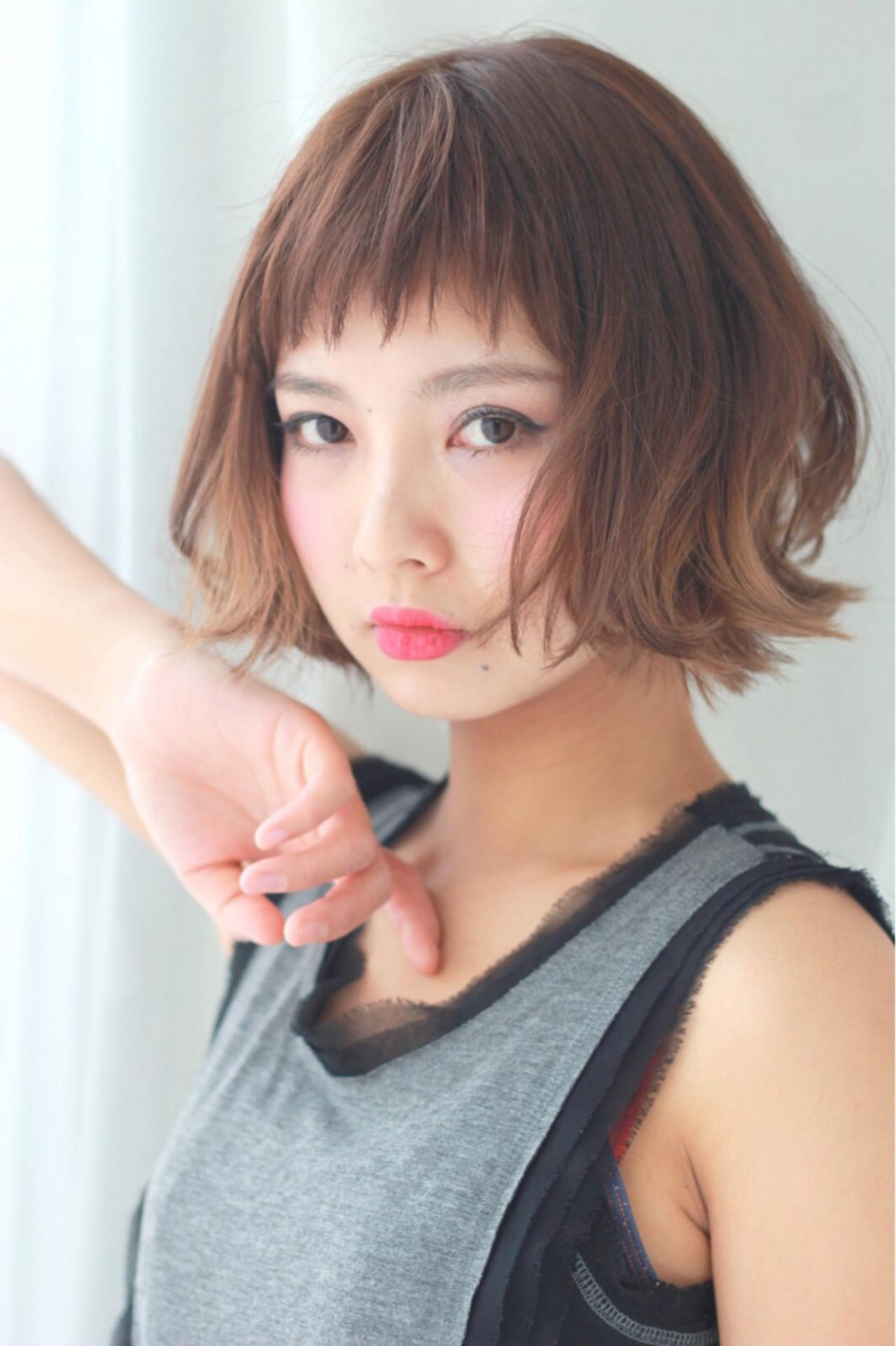 ショートボブ オン眉 フェミニン ナチュラル ヘアスタイルや髪型の写真・画像