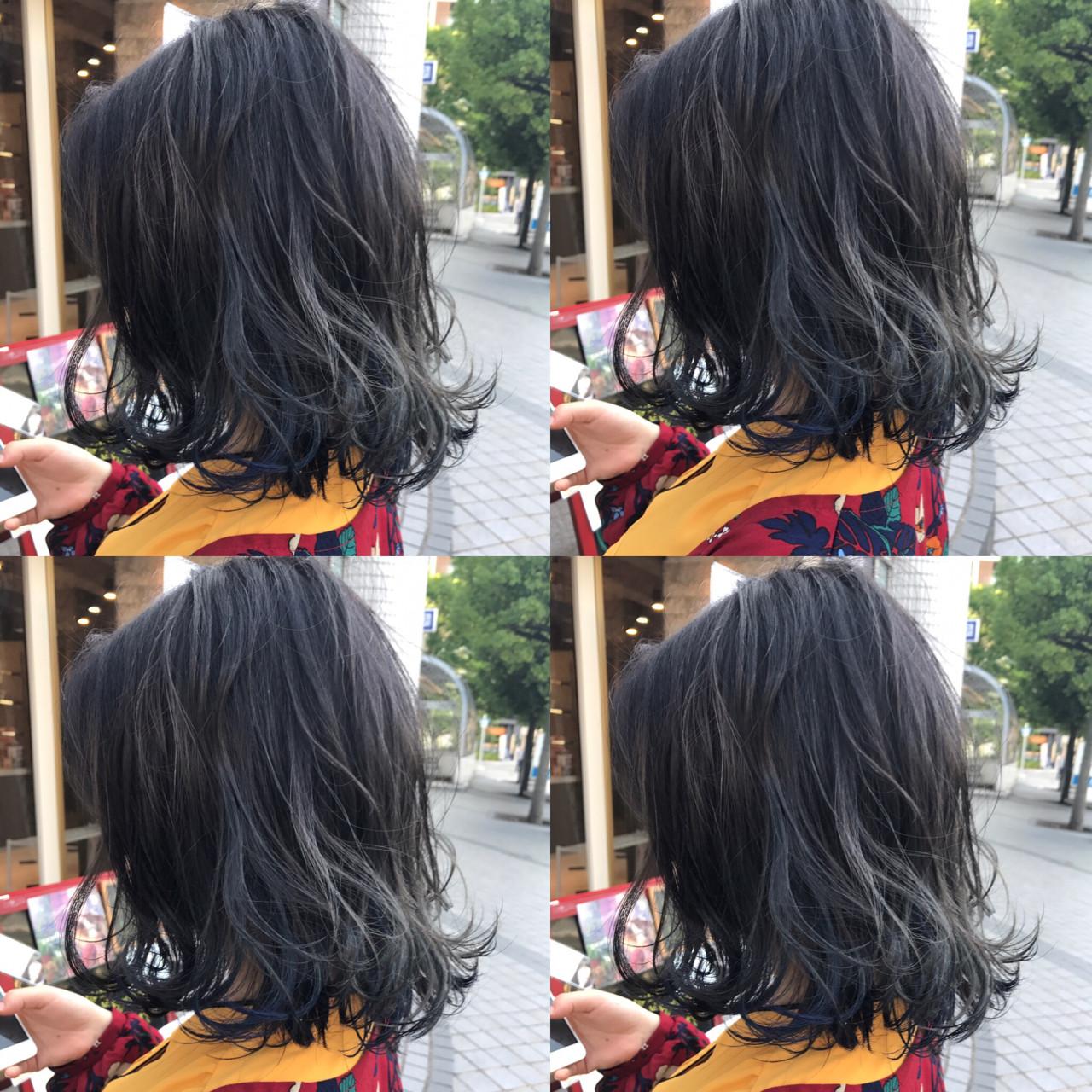 暗髪 切りっぱなし ウェーブ ラフ ヘアスタイルや髪型の写真・画像