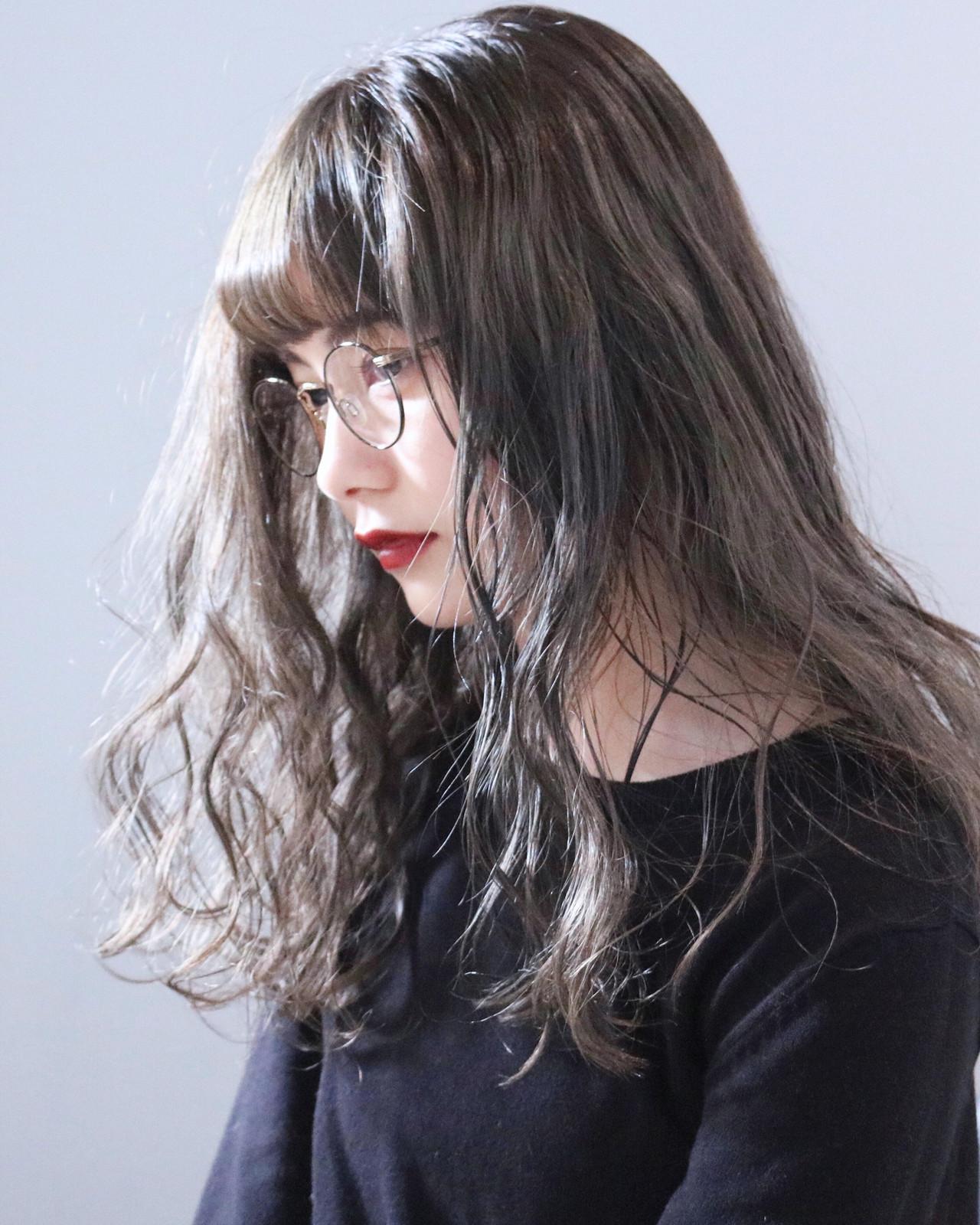 ミルクティーベージュ アッシュグレージュ ナチュラル グレージュ ヘアスタイルや髪型の写真・画像