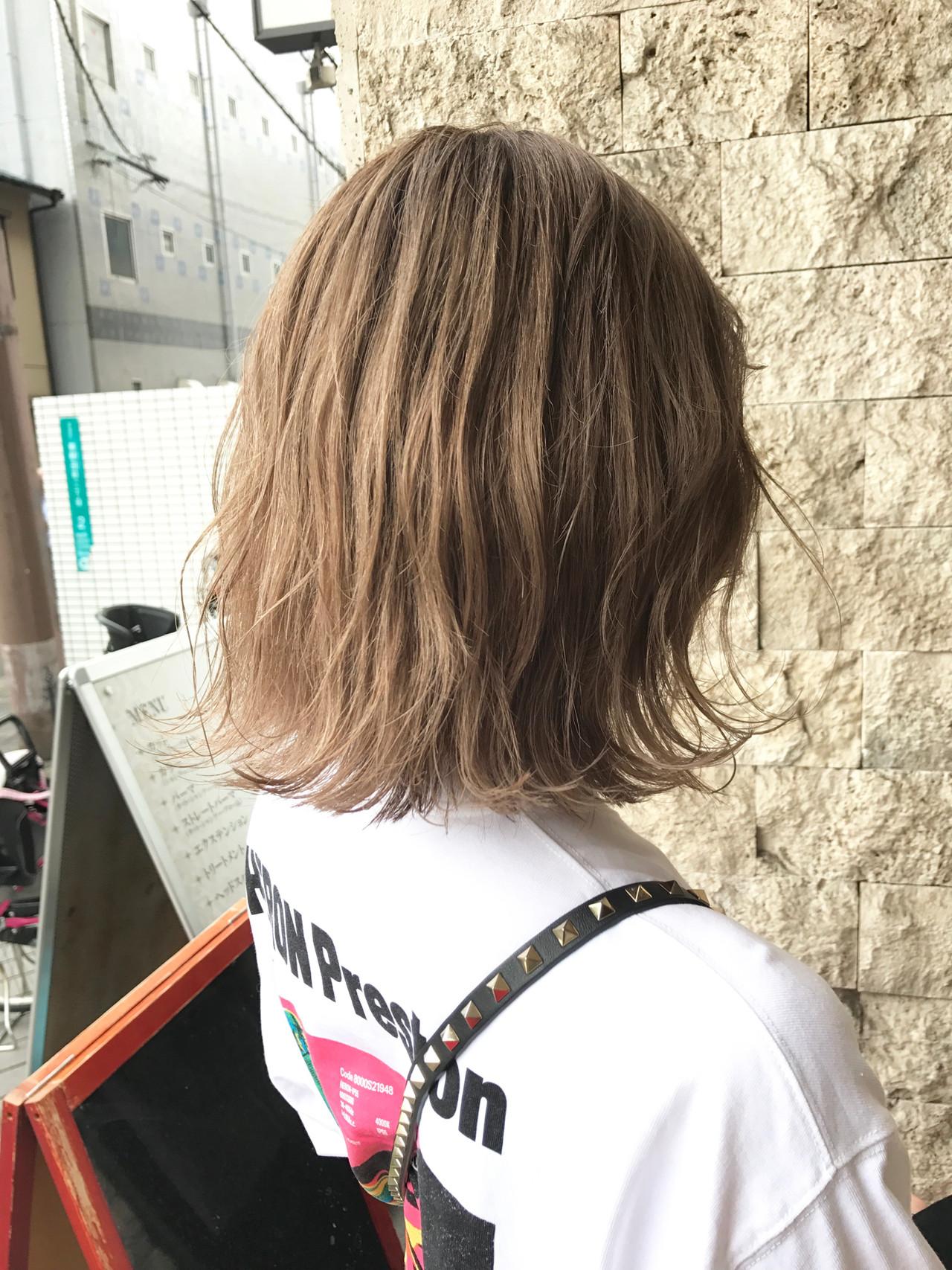 ミニボブ ブロンドカラー 切りっぱなしボブ まとまるボブ ヘアスタイルや髪型の写真・画像