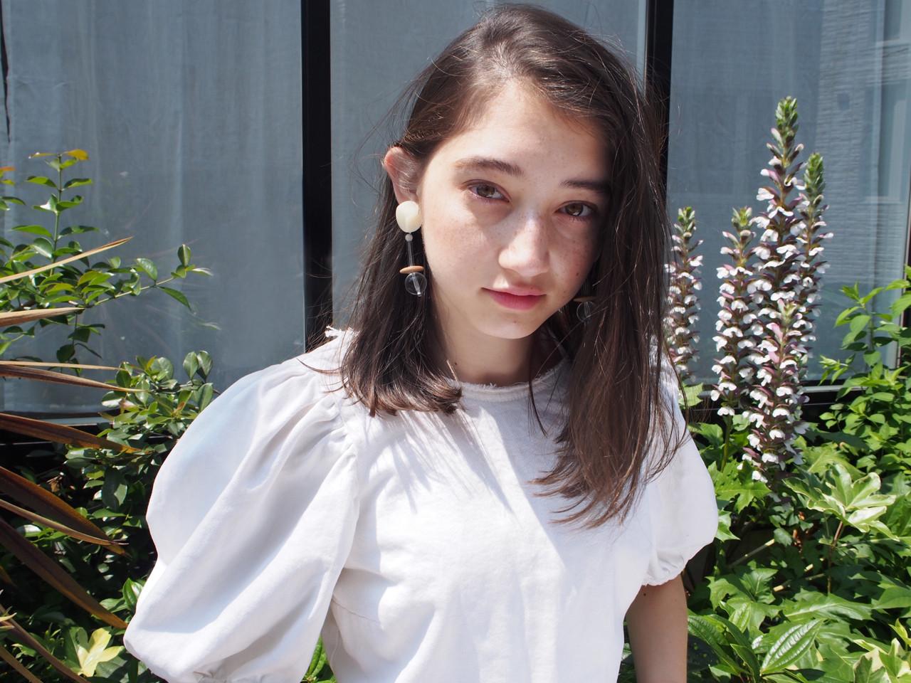ミディアム リラックス ロブ アウトドア ヘアスタイルや髪型の写真・画像