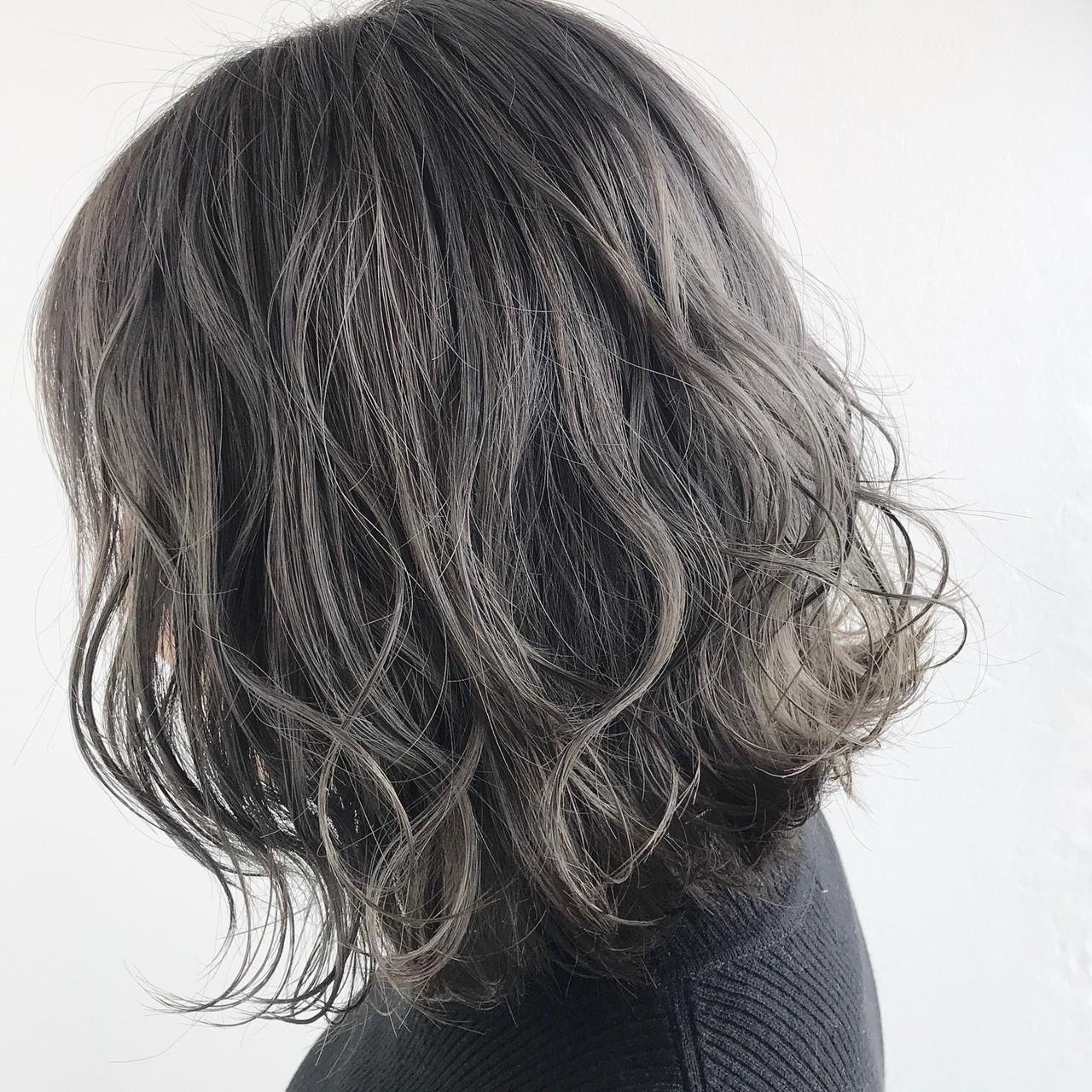 グレーアッシュ ダークグレー グレー モード ヘアスタイルや髪型の写真・画像
