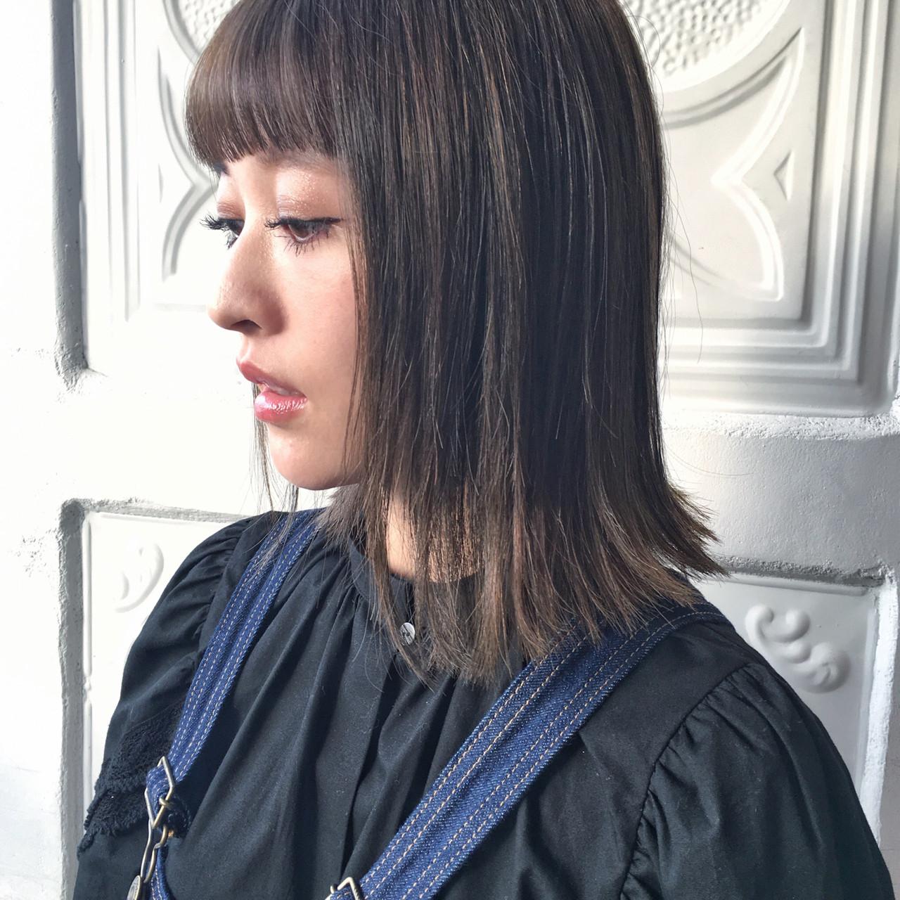 ミディアム アッシュグレージュ ロブ ストレート ヘアスタイルや髪型の写真・画像 | 今野佑哉 / GARDEN Tokyo