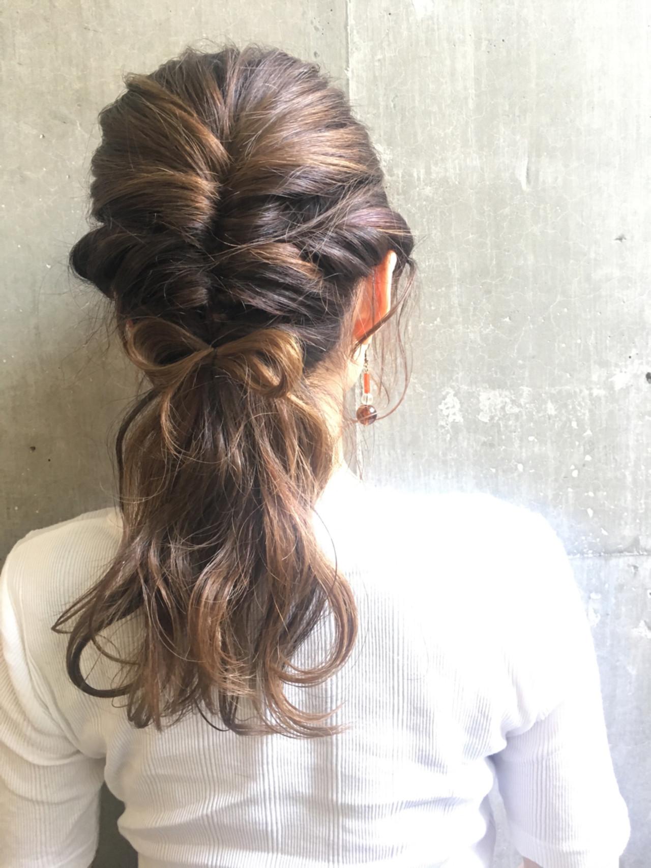 ヘアアレンジ フェミニン 編み込み くるりんぱ ヘアスタイルや髪型の写真・画像 | 鶴井 / SORA 広尾