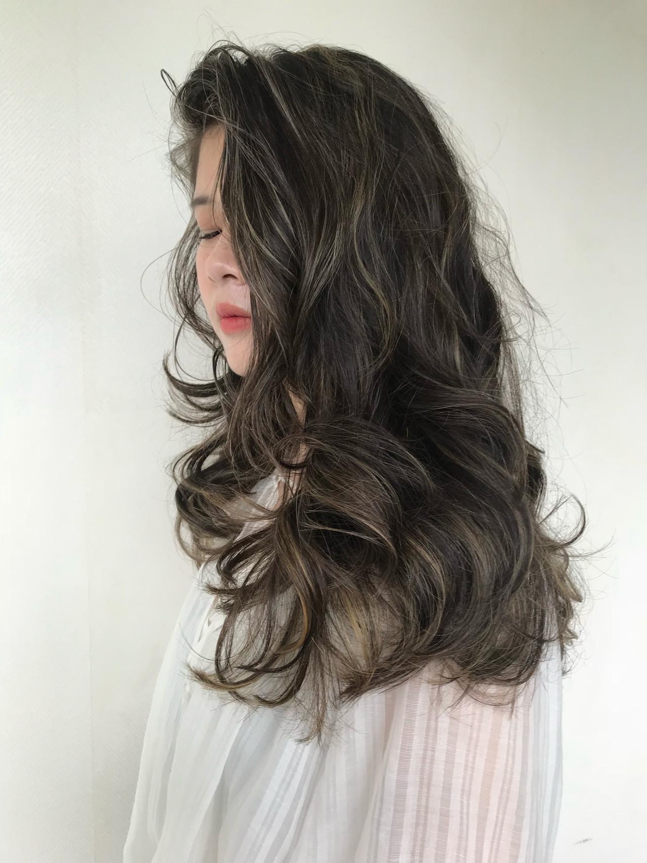 前髪なし ロング アンニュイほつれヘア 3Dハイライト ヘアスタイルや髪型の写真・画像