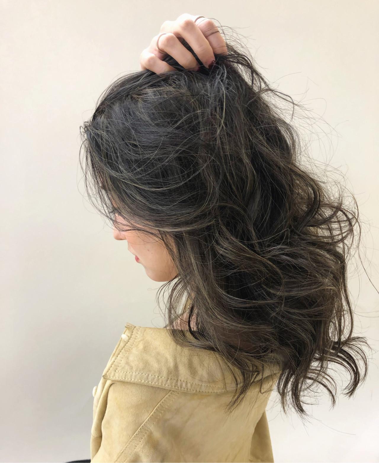 ロング 外国人風カラー ハイライト グレージュ ヘアスタイルや髪型の写真・画像