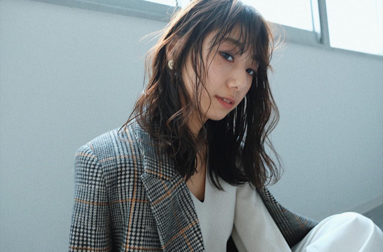 オフィス ミディアム ゆるふわ 大人かわいい ヘアスタイルや髪型の写真・画像 | YUJI / LIICHI / LIICHI (リイチ)