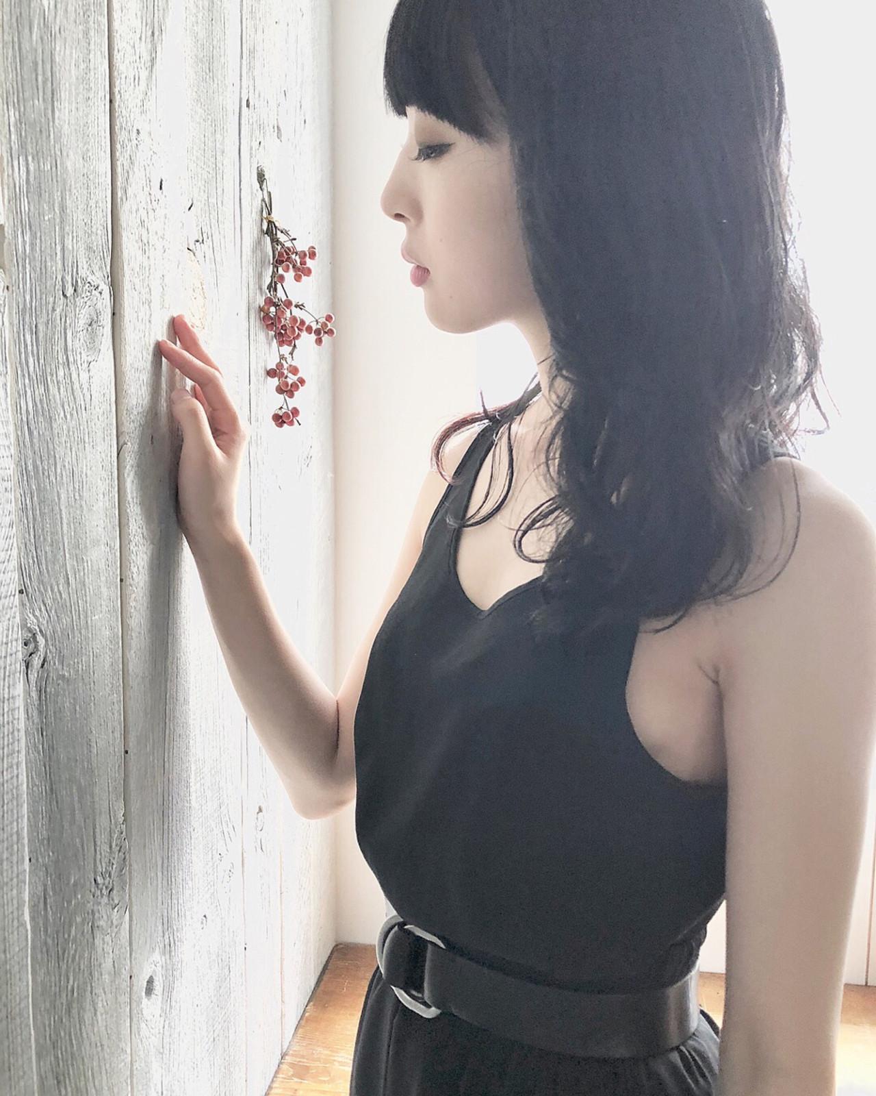 アッシュ 黒髪 セミロング パーマ ヘアスタイルや髪型の写真・画像