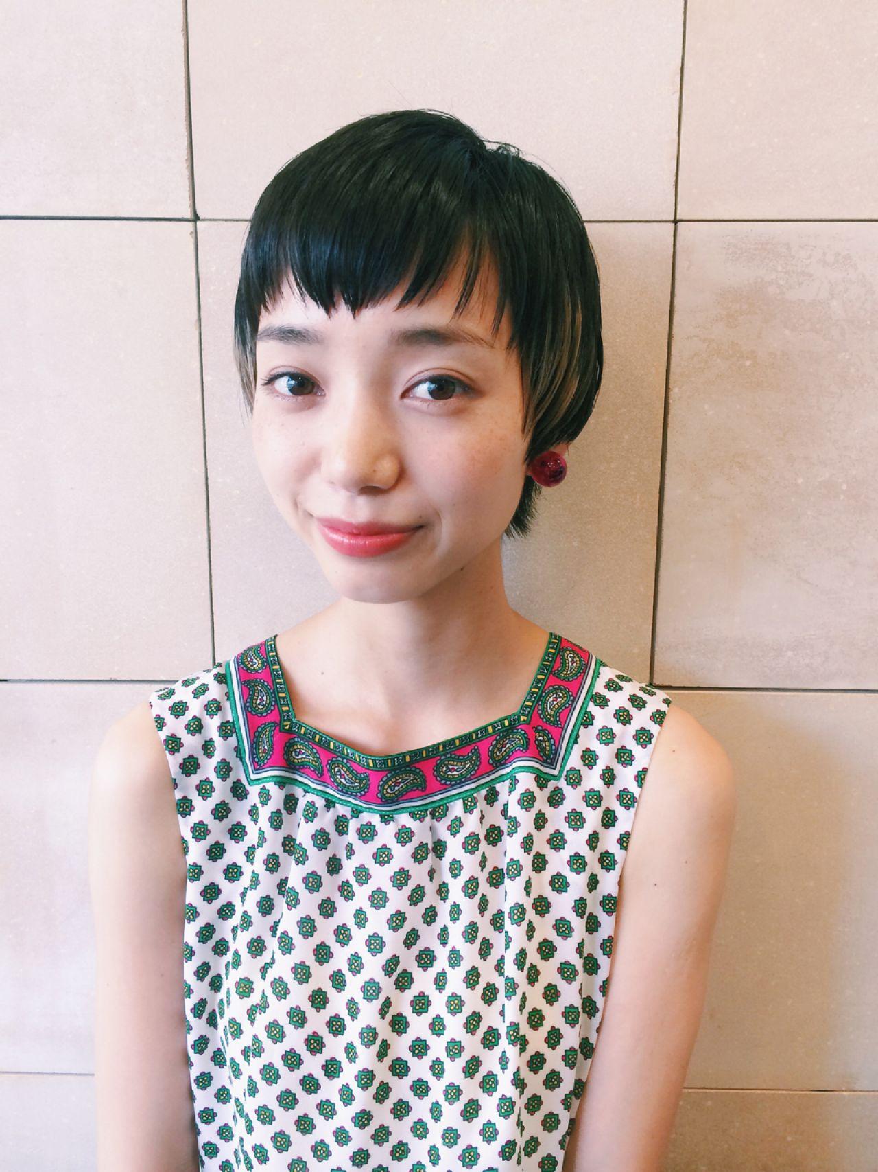 黒髪 ショート オン眉 ダブルカラー ヘアスタイルや髪型の写真・画像 | DAIKI / OOO YY
