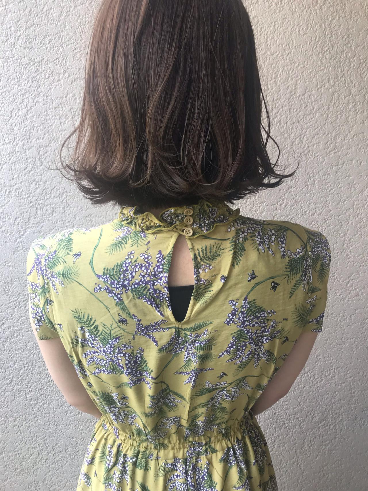 デート 切りっぱなしボブ グレージュ ナチュラル ヘアスタイルや髪型の写真・画像 | 富永暁子 / SUMMER
