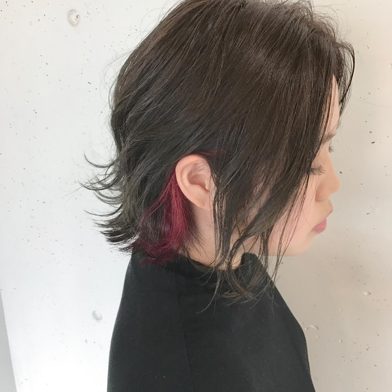 【耳にかけて魅せる!チラ見せインナーレッドピンクカラー!!!】 ・ 全体は暗めにしつつも透け感が出るように、赤味を消しつつくすませていくオリーブグレージュカラーで!!! ・ もみあげ部分のみにレッドピンクを入れて、耳にかけた時に見えるぐらいのさりげなさを!!! ・ ・ ・ cut  ¥4860 color  ¥7344〜 cutcolor(ポイントカラー)  ¥17000〜 ・ ・ ・ sowi  長谷川聖太
