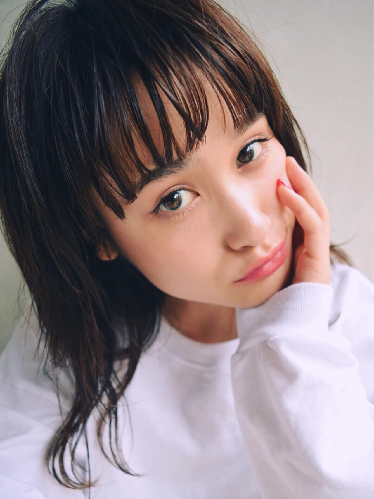 ミディアム 女子会 リラックス 黒髪 ヘアスタイルや髪型の写真・画像