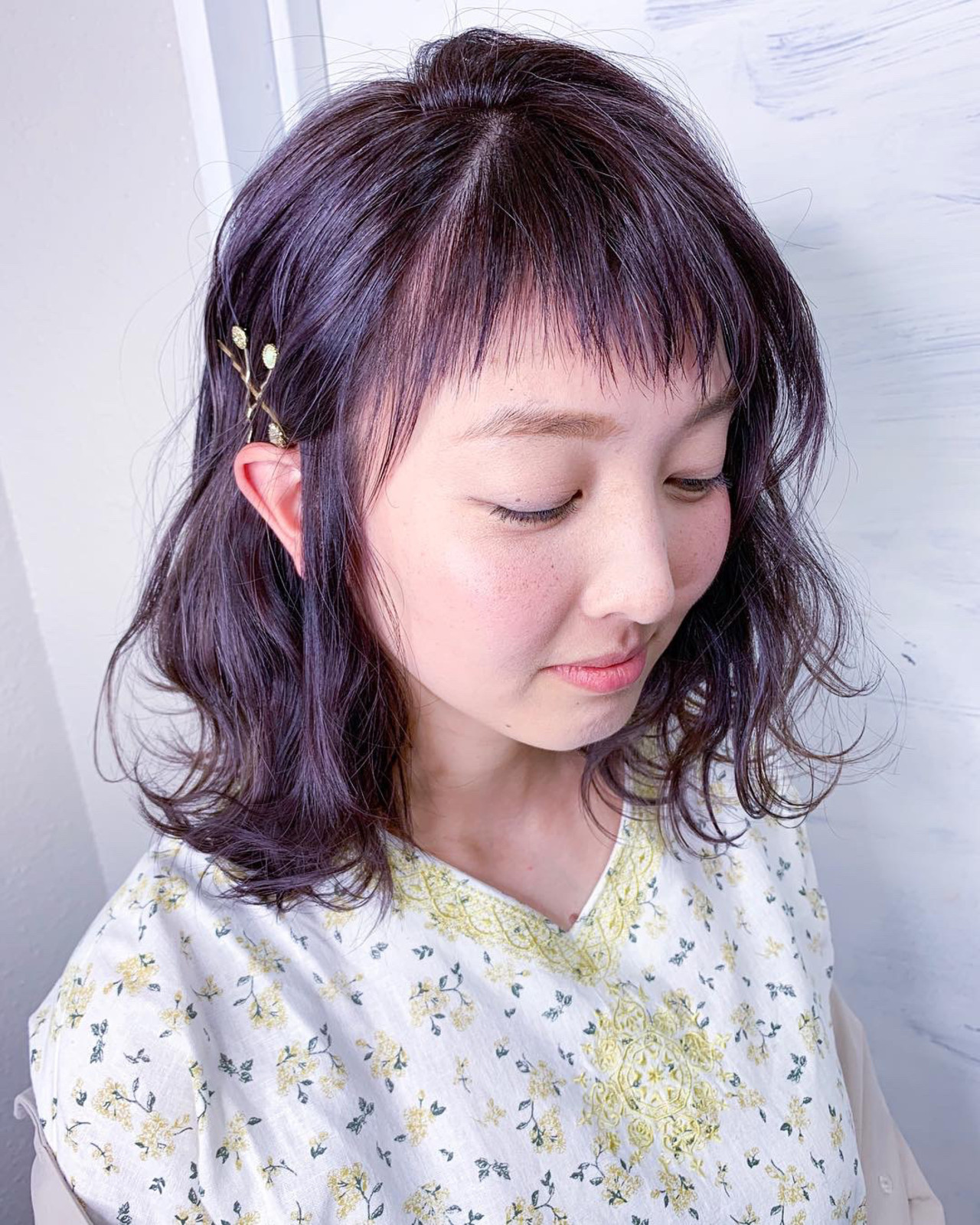 パープルアッシュ ガーリー 簡単ヘアアレンジ 前髪パッツン ヘアスタイルや髪型の写真・画像