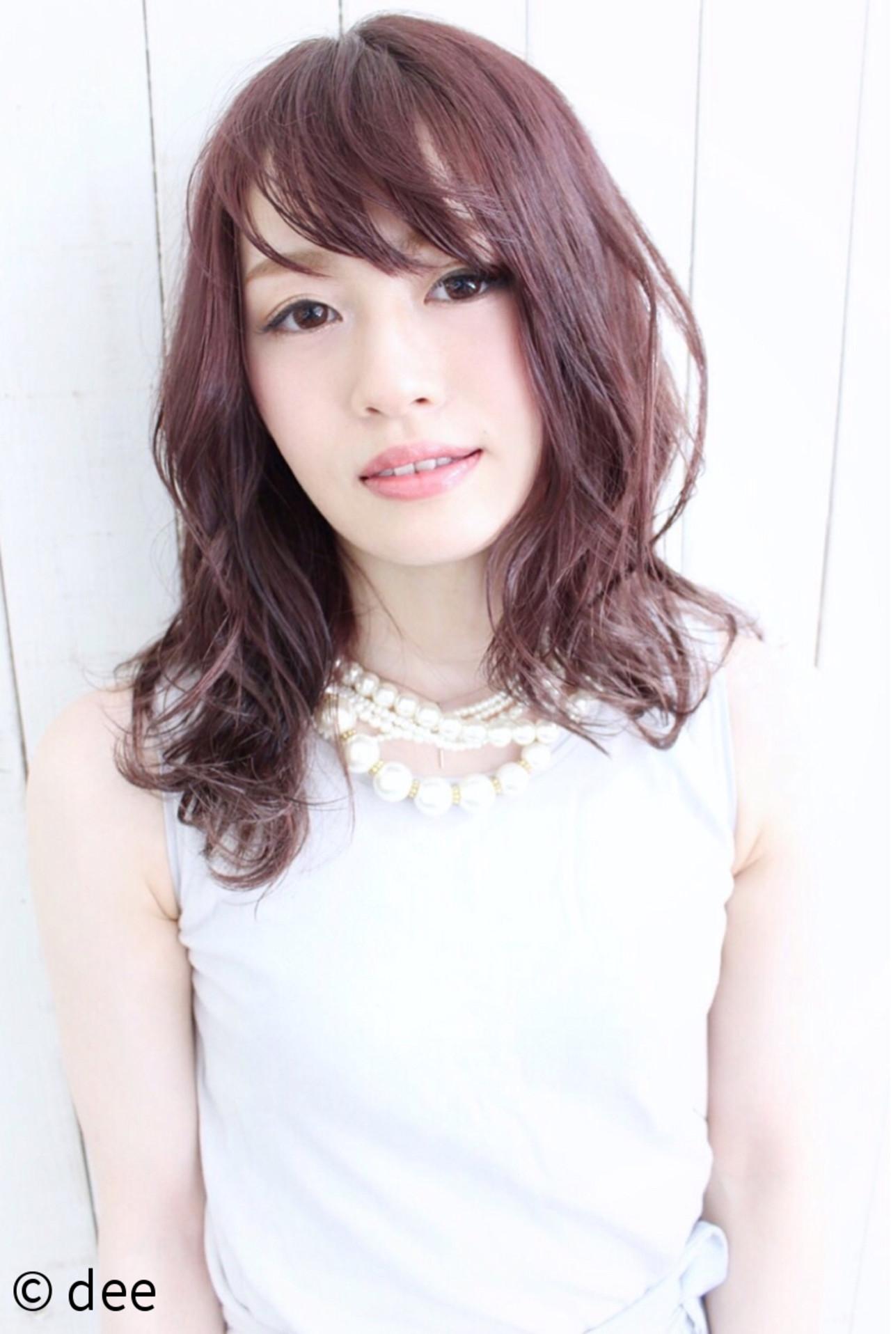 フェミニン ピンク セミロング ウェットヘア ヘアスタイルや髪型の写真・画像