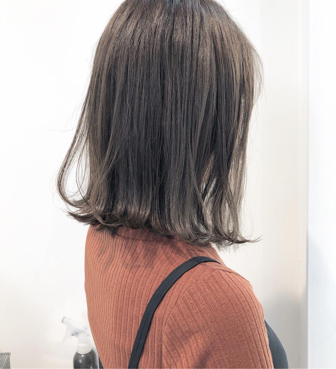 ナチュラル グレージュ ミディアム ヘアアレンジ ヘアスタイルや髪型の写真・画像