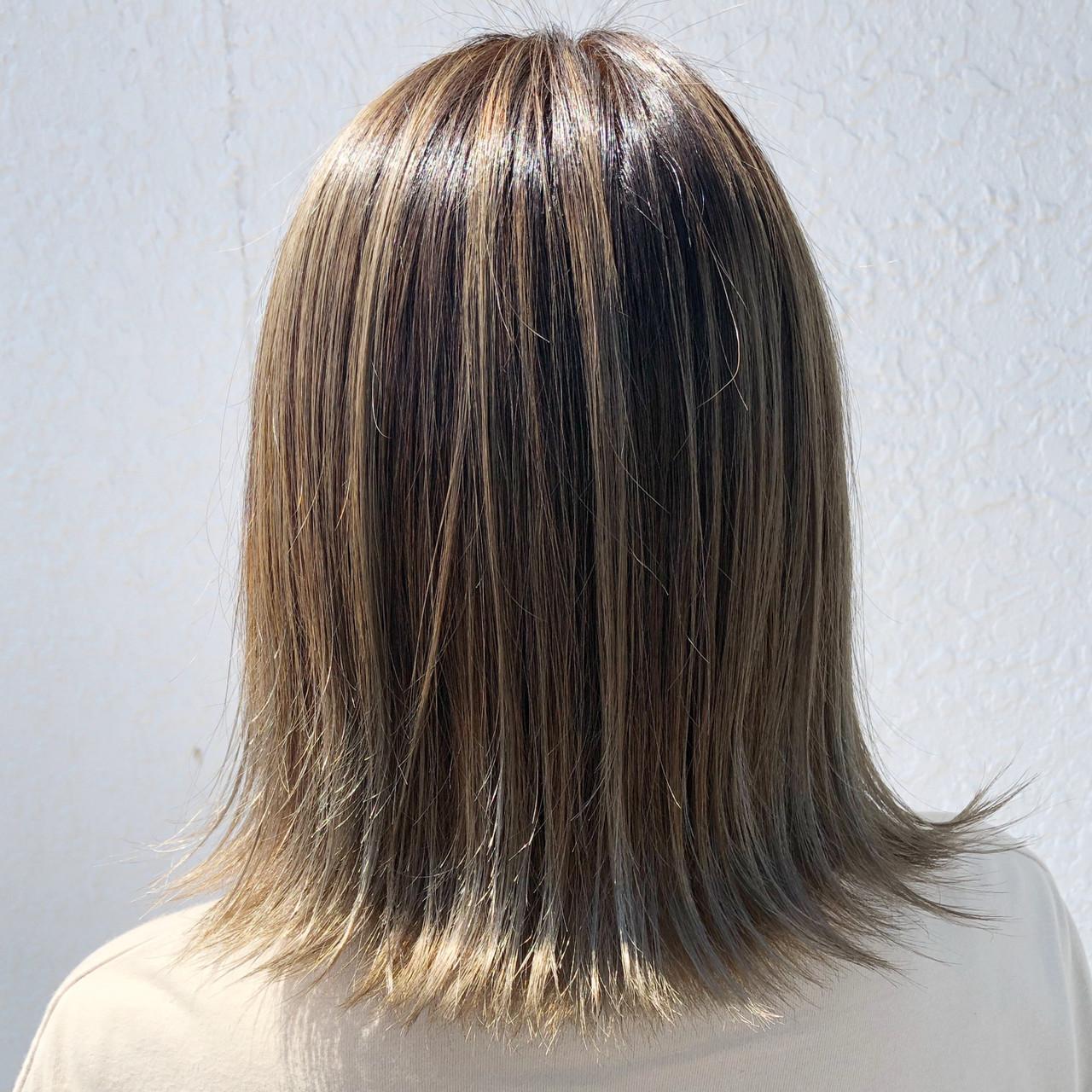 フェミニン バレイヤージュ ブリーチ 外国人風カラー ヘアスタイルや髪型の写真・画像