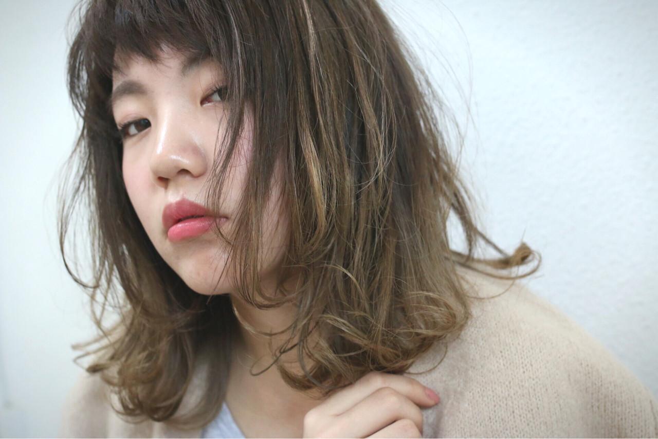 暗髪 フェミニン レイヤーカット ストリート ヘアスタイルや髪型の写真・画像 | Shoichiro Toyota / soin de brace 西大寺