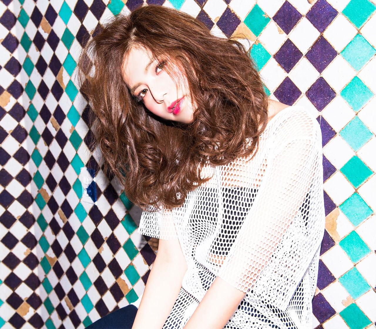 ストリート ルーズ 外国人風 波ウェーブ ヘアスタイルや髪型の写真・画像