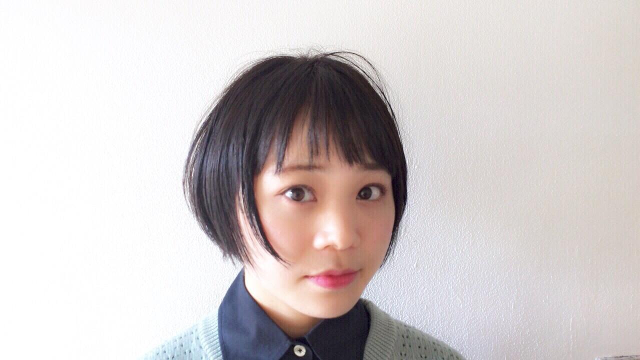 ナチュラル ショート ウェットヘア 黒髪 ヘアスタイルや髪型の写真・画像