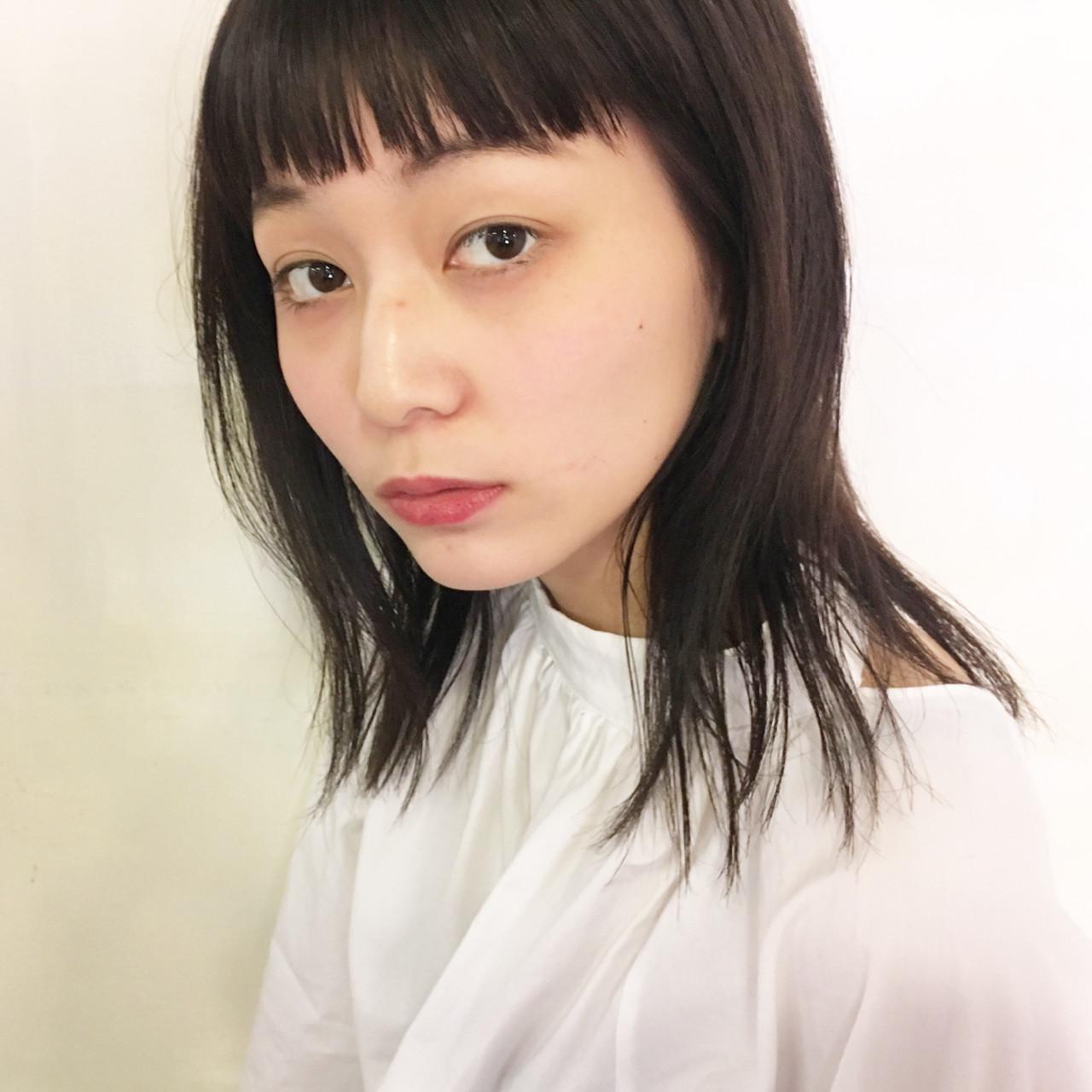 ミディアム ミルクティー 小顔 こなれ感 ヘアスタイルや髪型の写真・画像